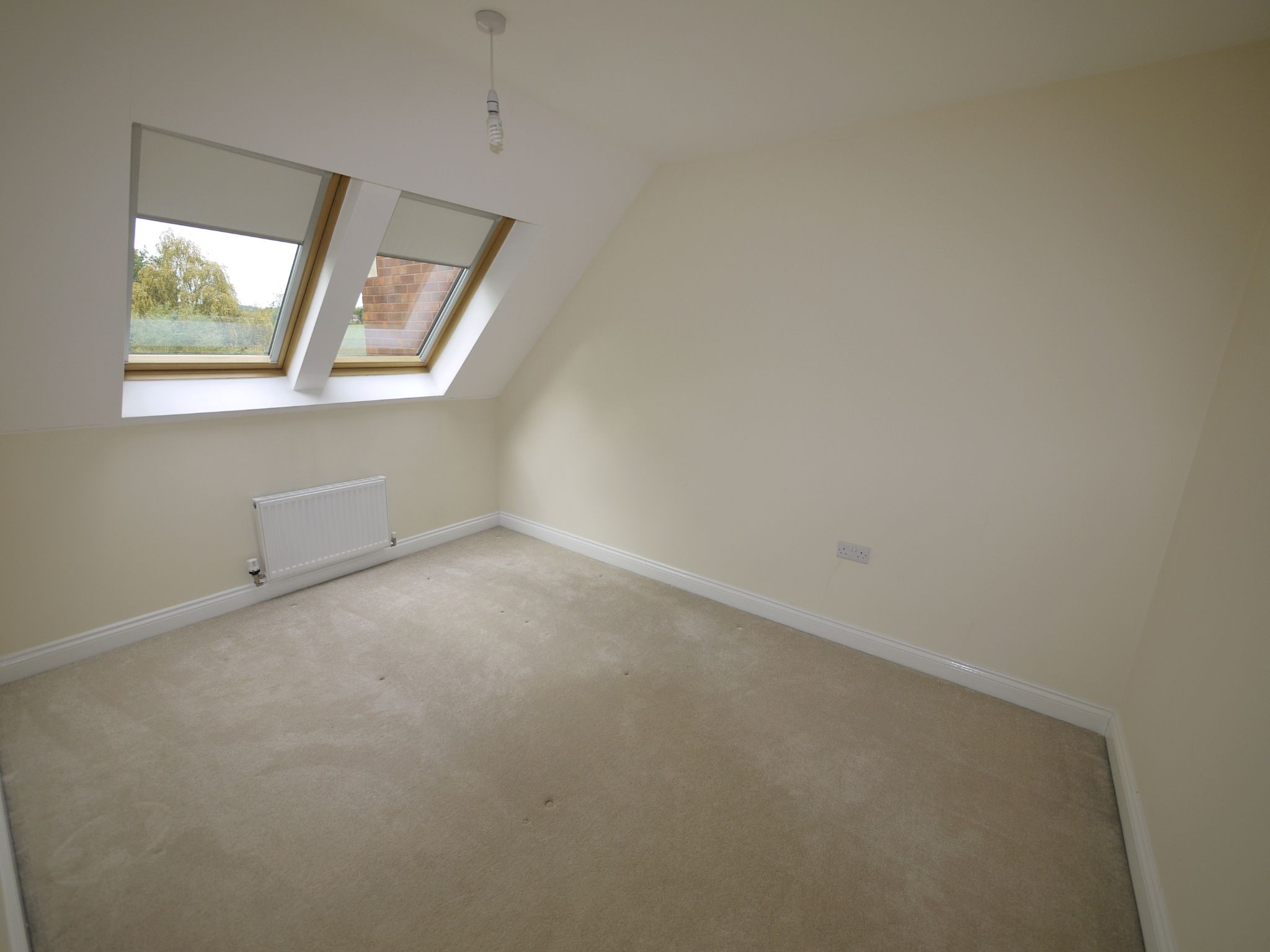 3 bedroom town house SSTC in Mirfield - Photograph 8.