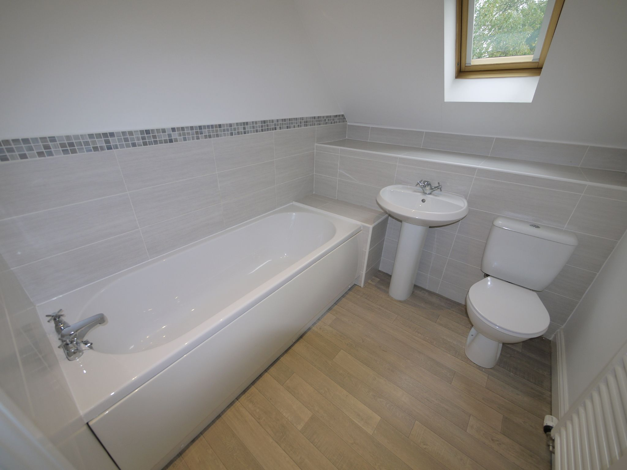 3 bedroom town house SSTC in Mirfield - Photograph 5.