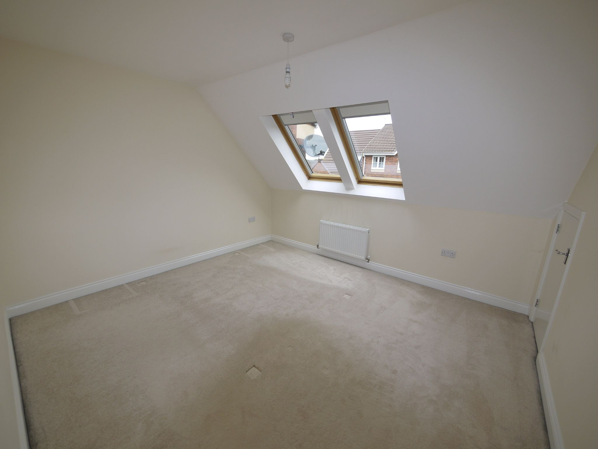 3 bedroom town house SSTC in Mirfield - Photograph 6.