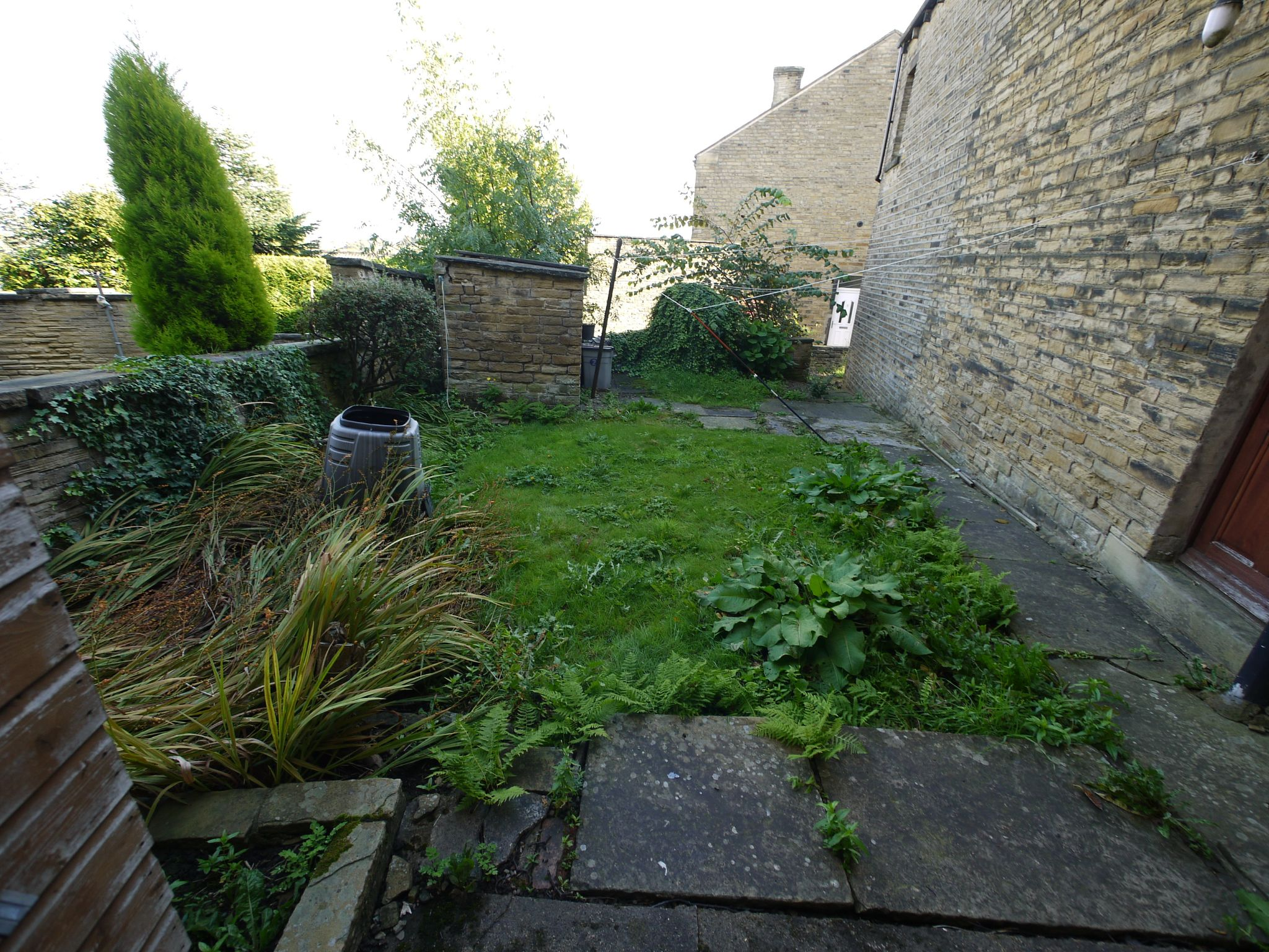 3 bedroom end terraced house SSTC in Brighouse - Garden.