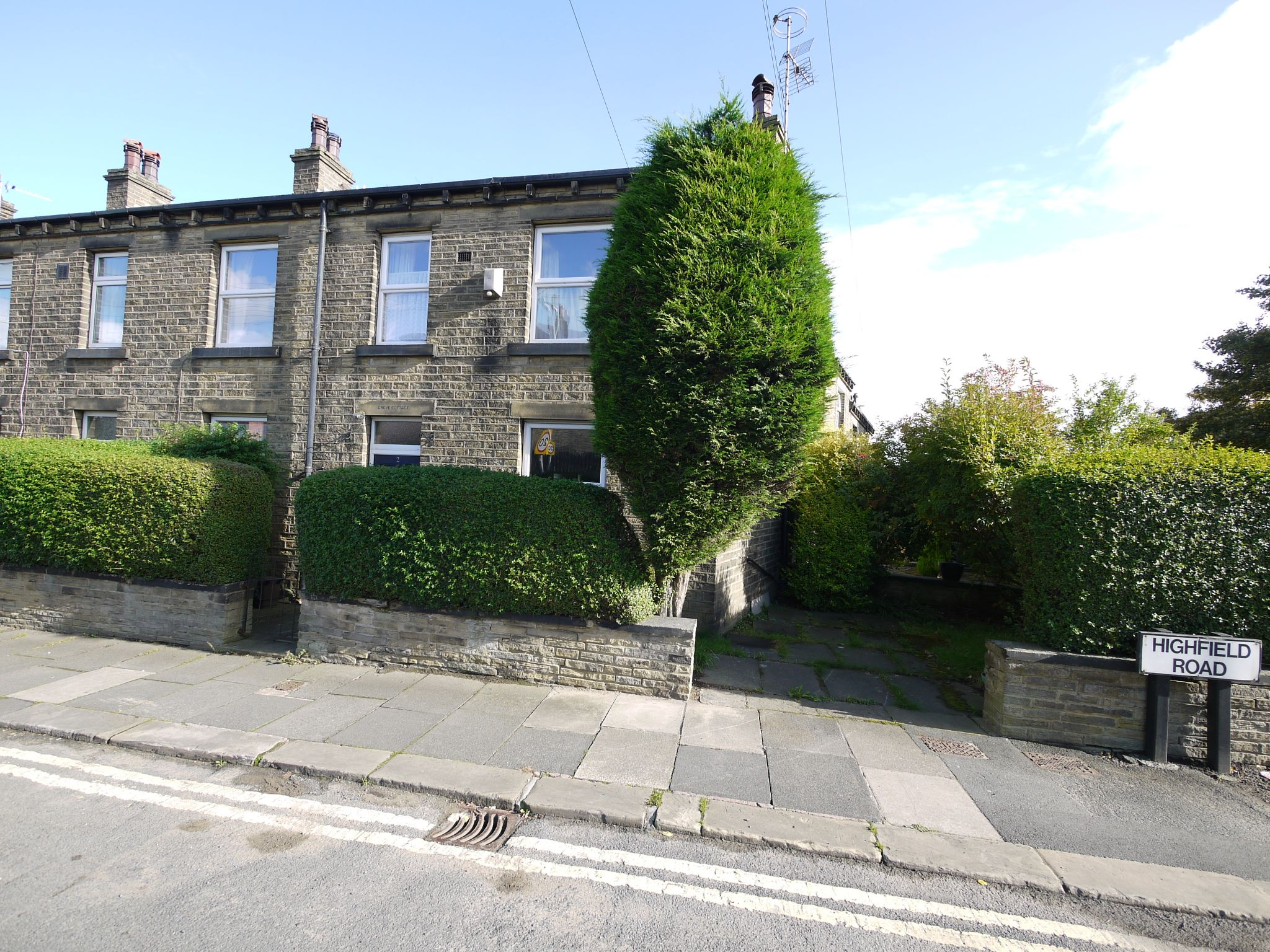 3 bedroom end terraced house For Sale in Brighouse - Property photograph.