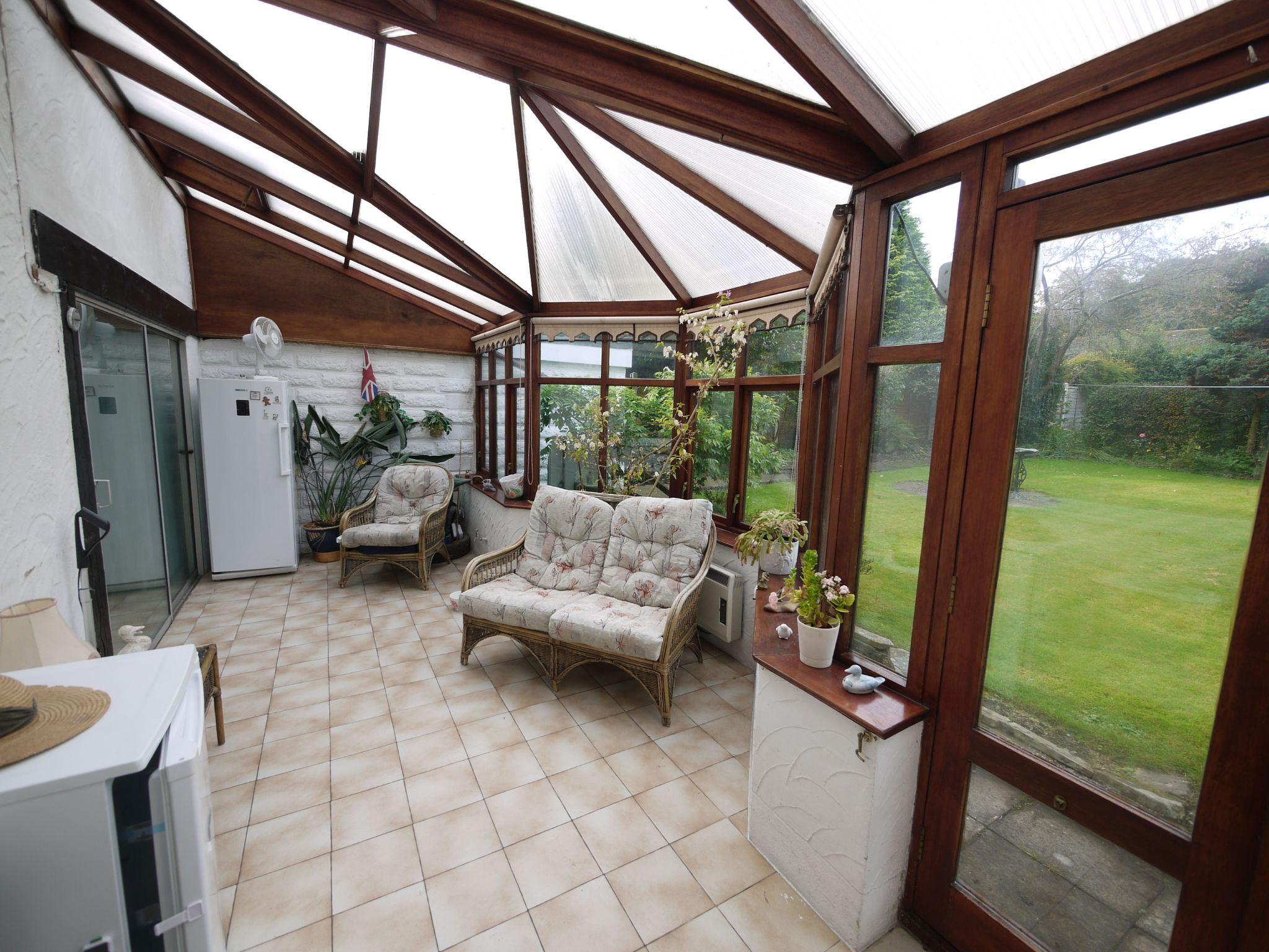 3 bedroom detached house SSTC in Brighouse - Conservatory.