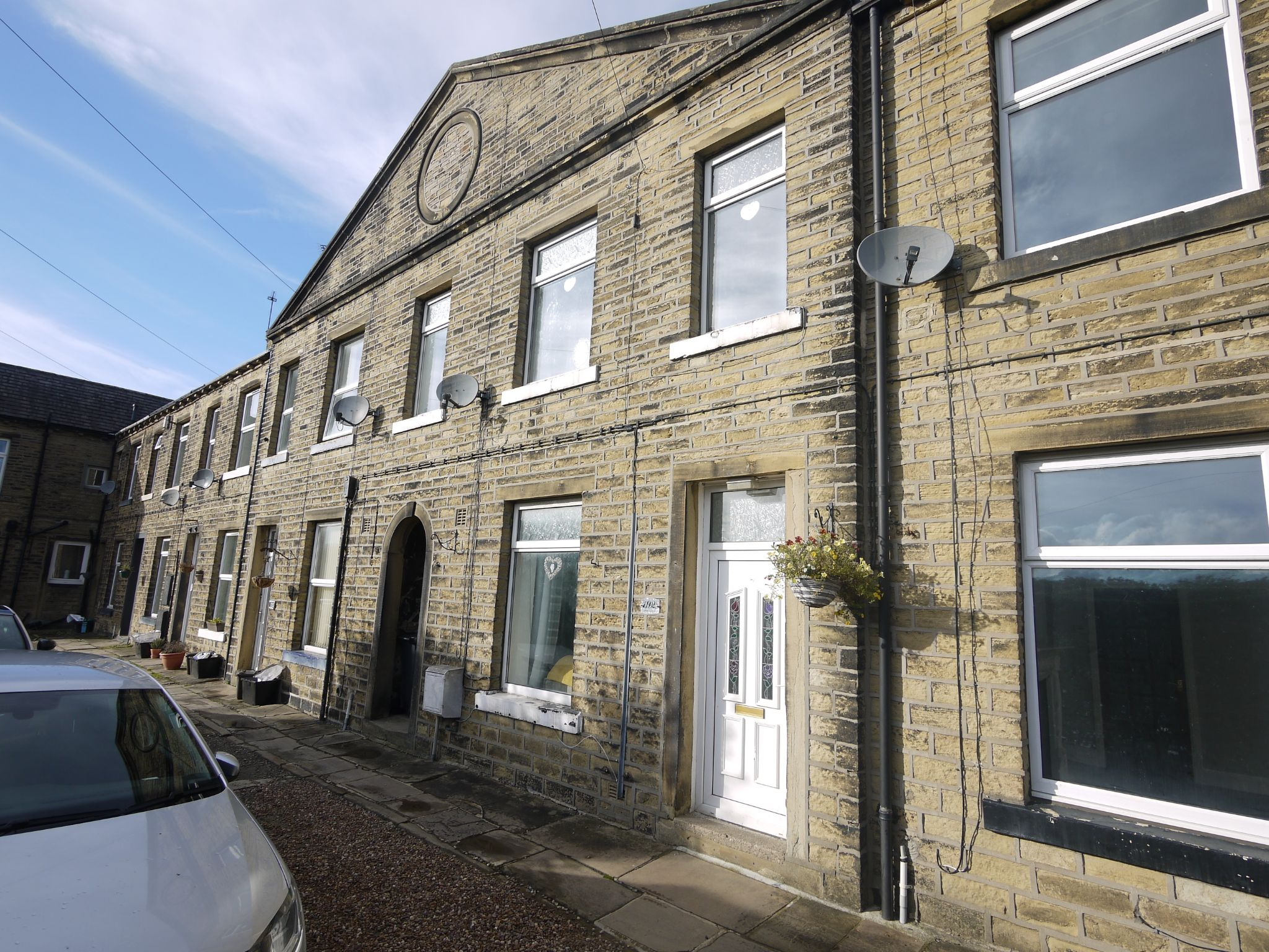 2 bedroom mid terraced house Sold in Halifax - Main.