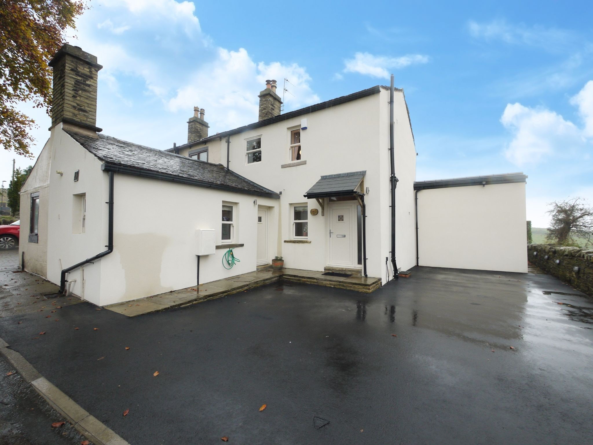 3 bedroom semi-detached house For Sale in Bradford - Photograph 2.