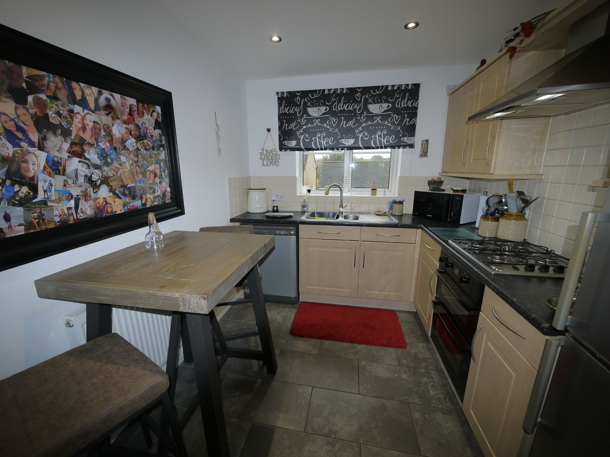 4 bedroom detached house SSTC in Brighouse - Breakfast Kitcheb.