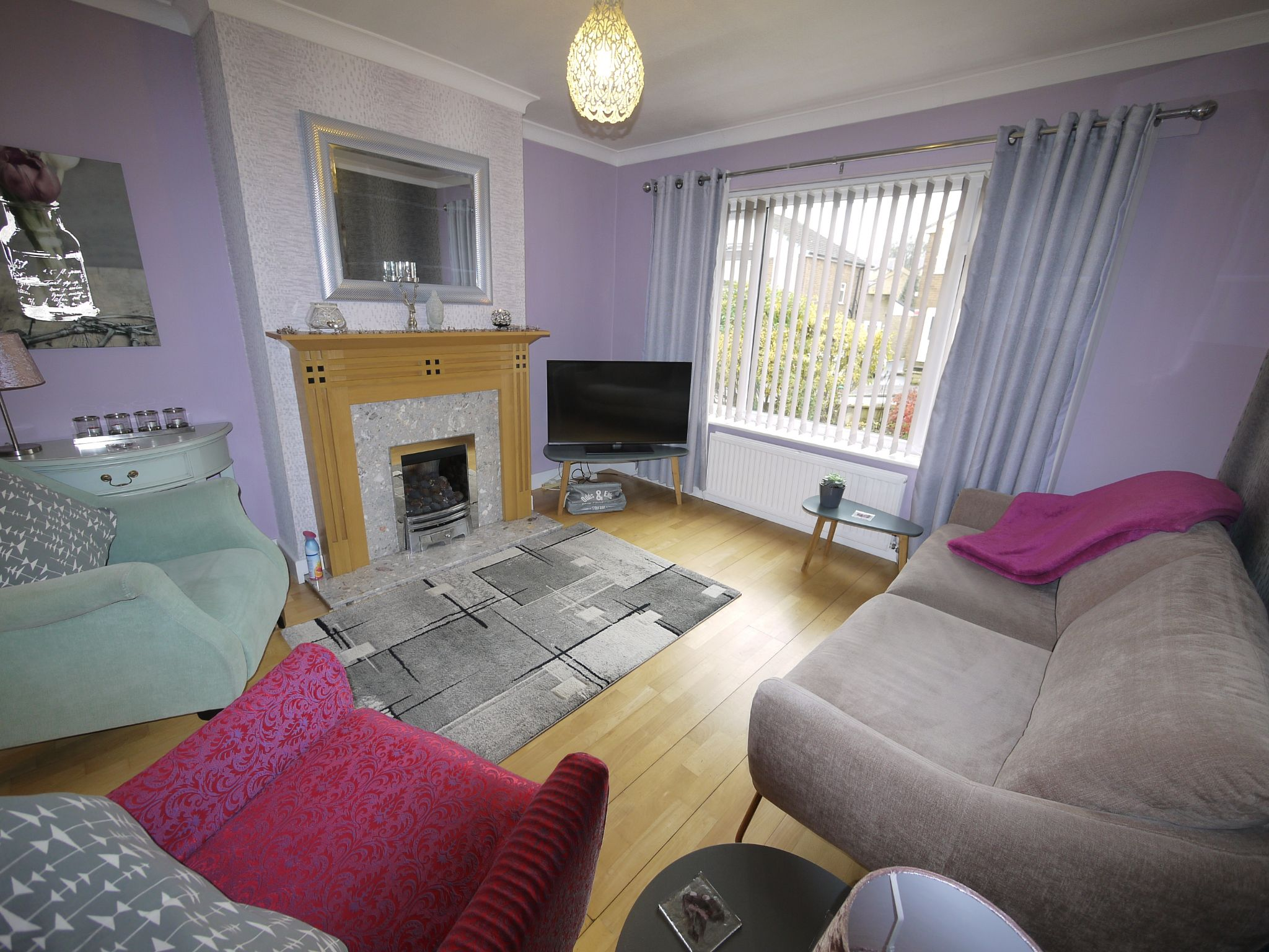 3 bedroom semi-detached house SSTC in Brighouse - Loung2.