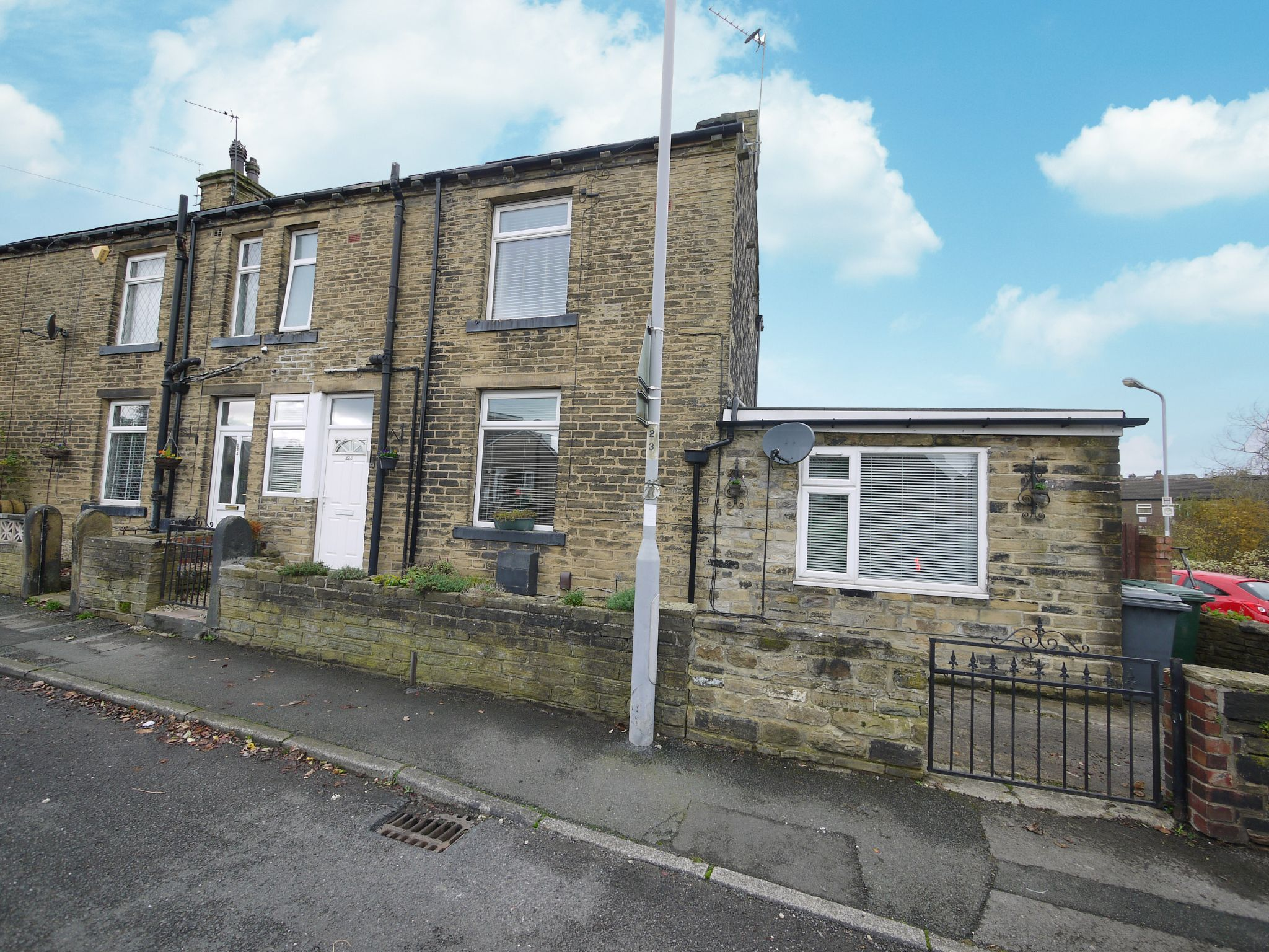 3 bedroom end terraced house For Sale in Bradford - Main.