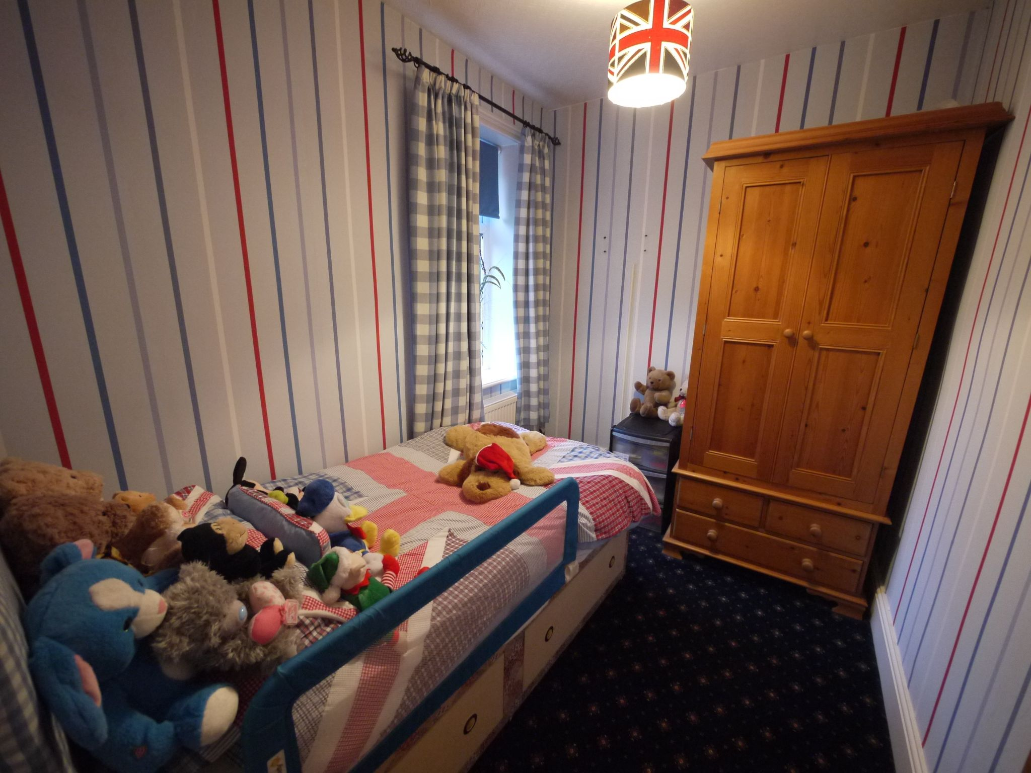 3 bedroom semi-detached house For Sale in Calderdale - Photograph 11.