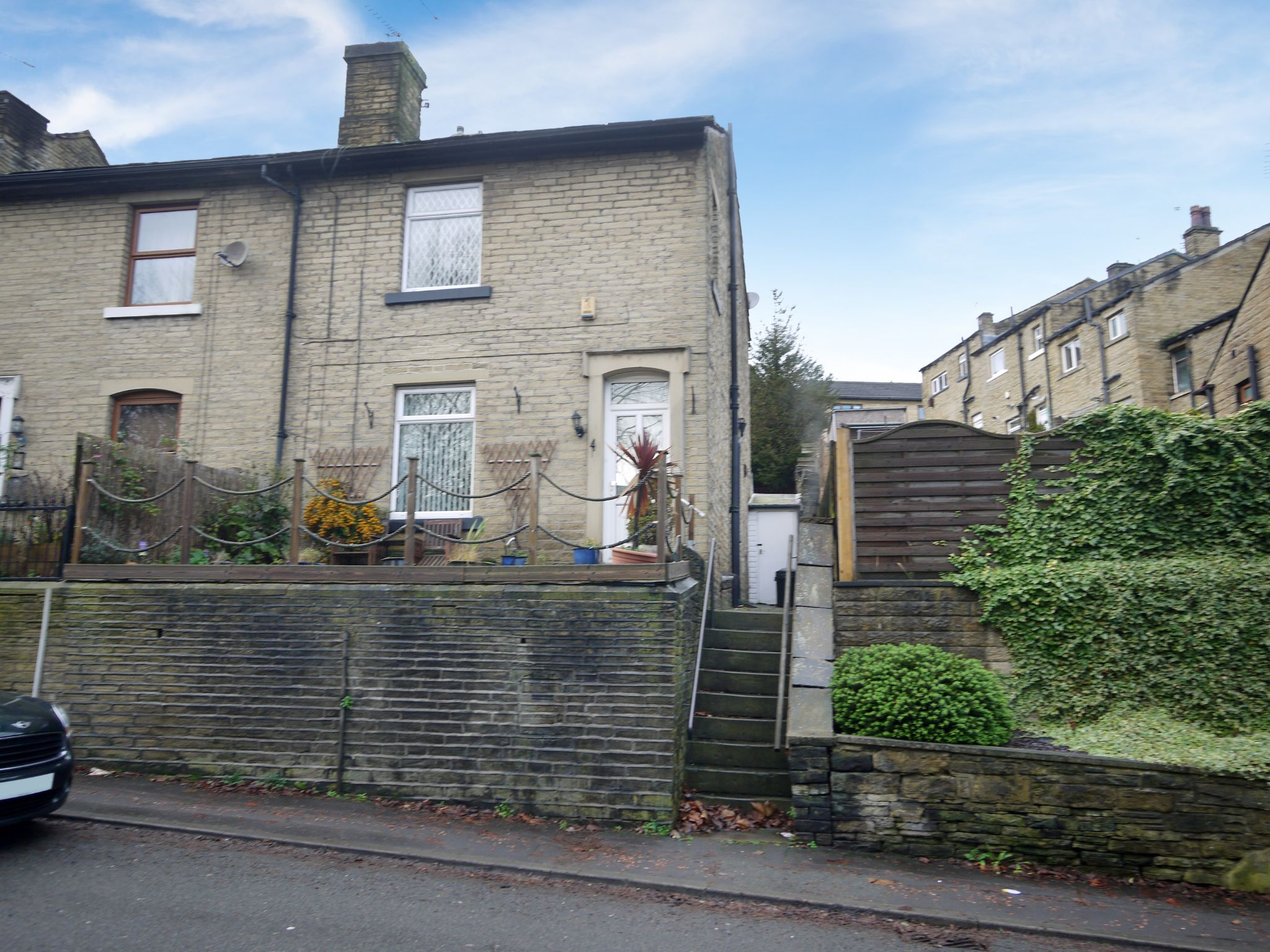 3 bedroom semi-detached house For Sale in Calderdale - Photograph 2.