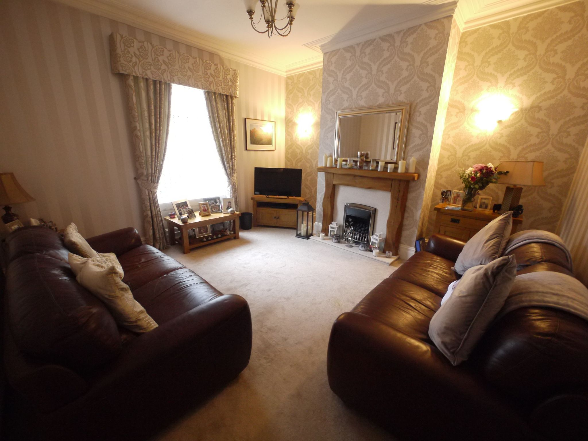 3 bedroom semi-detached house For Sale in Calderdale - Photograph 5.