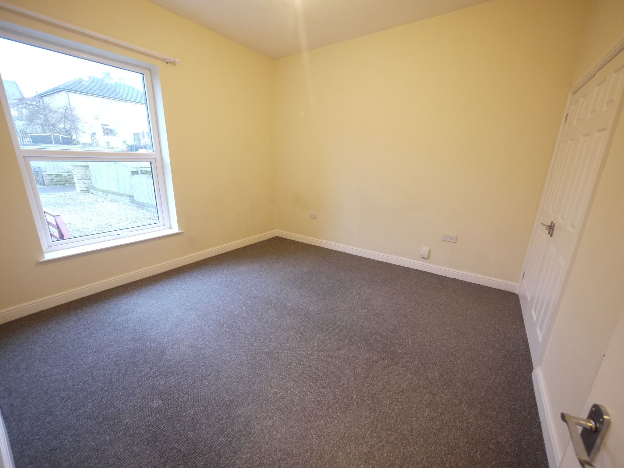 2 bedroom mid terraced house SSTC in Brighouse - Photograph 7.