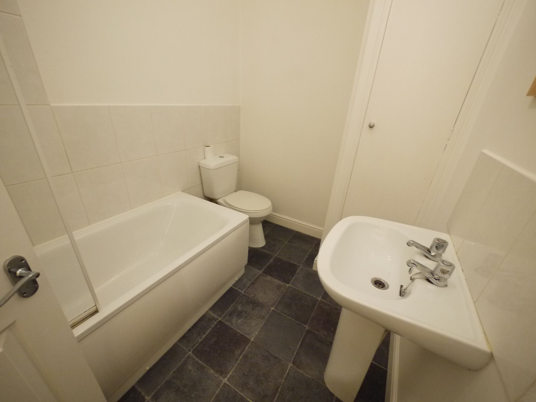 2 bedroom mid terraced house SSTC in Brighouse - Photograph 6.