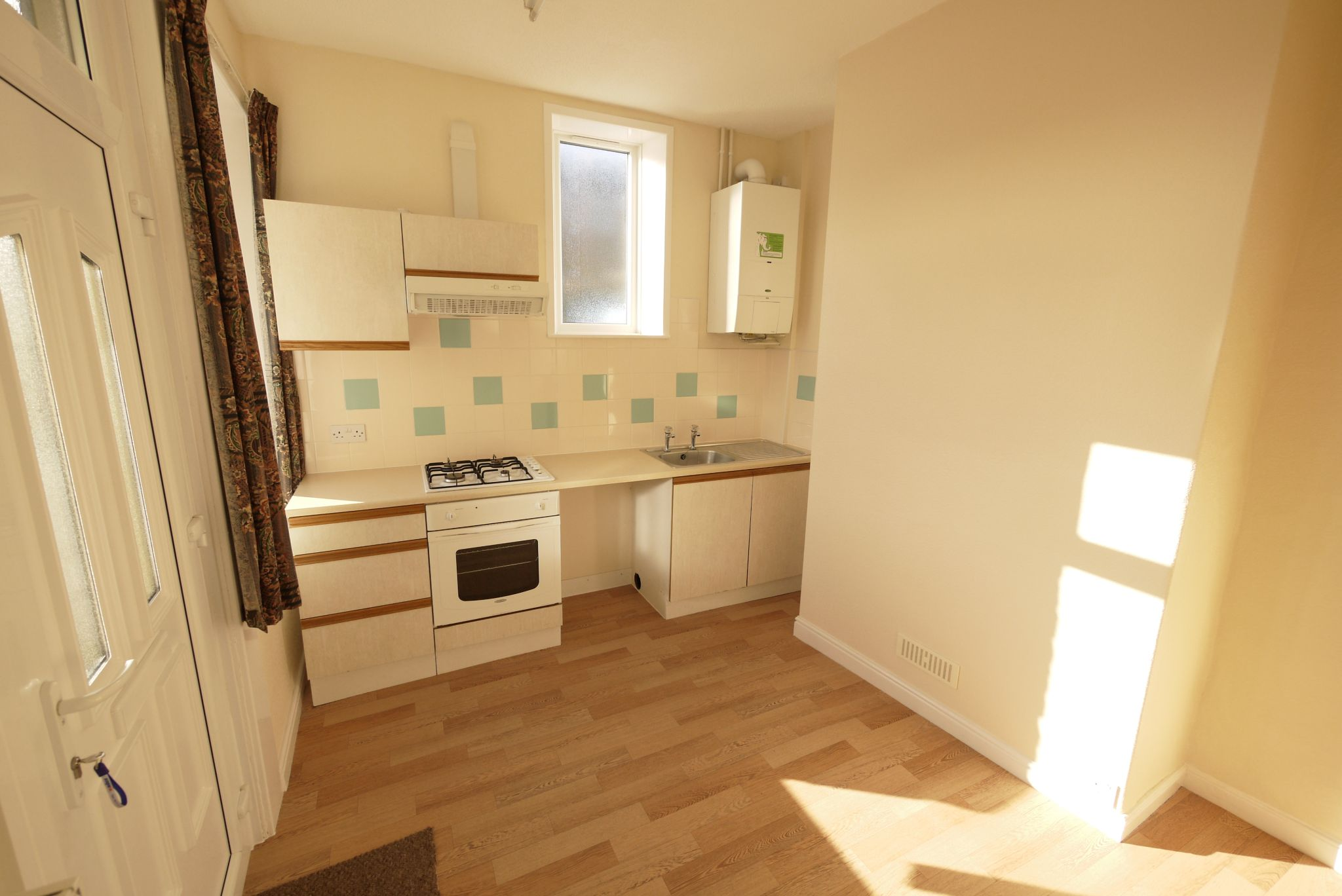1 bedroom mid terraced house Let in Brighouse - Kitchen.