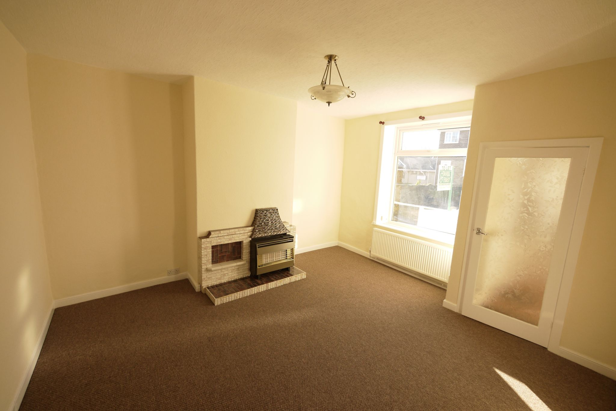 1 bedroom mid terraced house Let in Brighouse - Lounge.