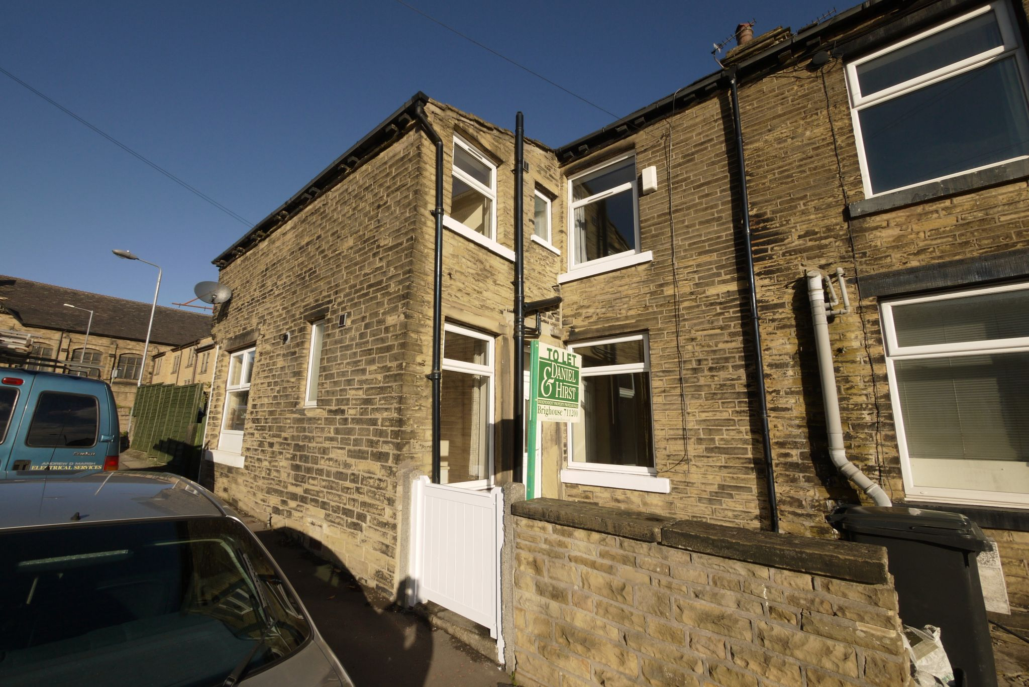 1 bedroom mid terraced house Let in Brighouse - Main.