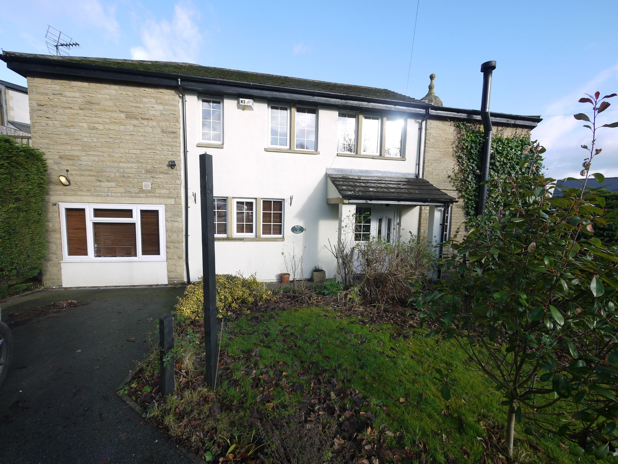 4 bedroom detached house SSTC in Brighouse - Photograph 1.