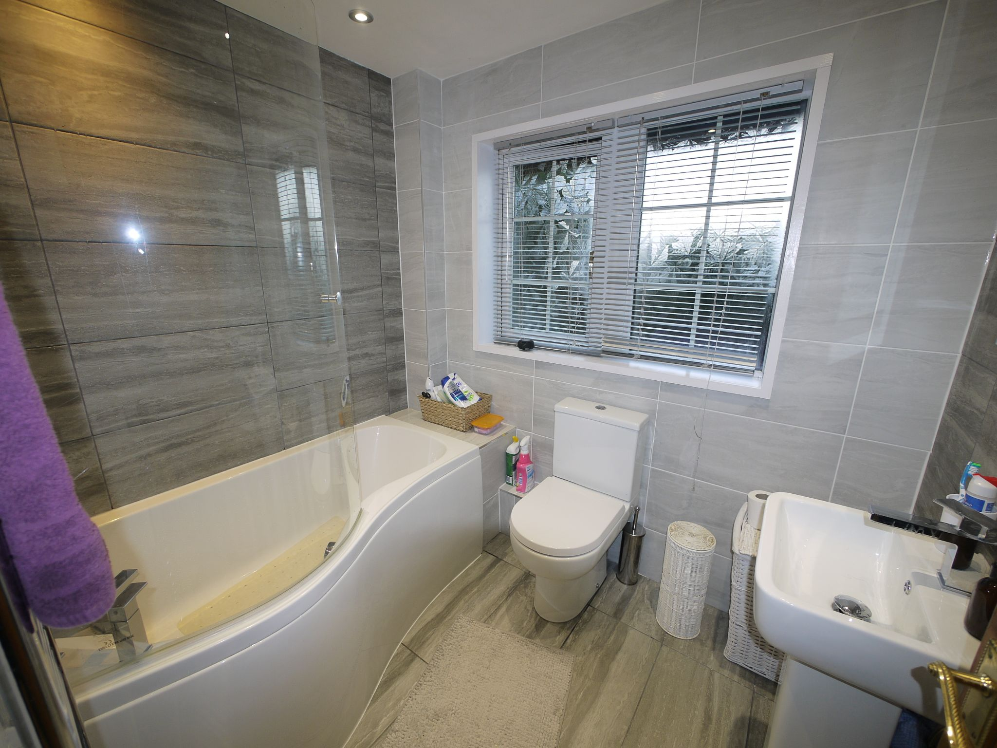 4 bedroom detached house For Sale in Brighouse - Photograph 7.