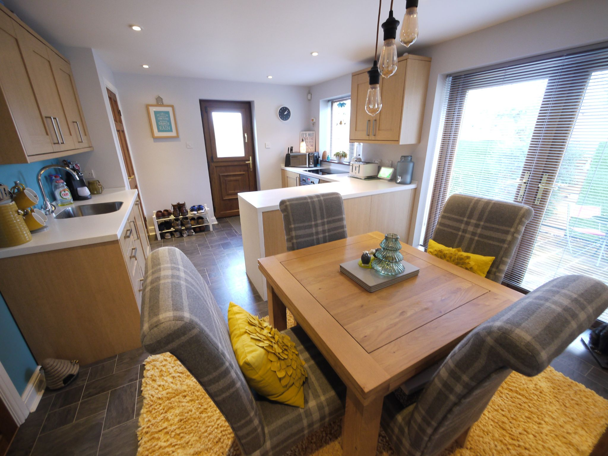 3 bedroom detached house SSTC in Brighouse - Photograph 7.