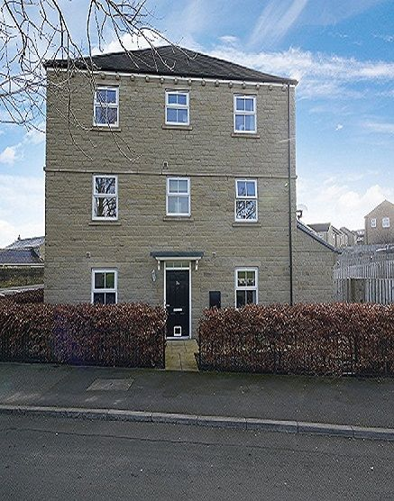 4 bedroom town house For Sale in Cleckheaton - Main.