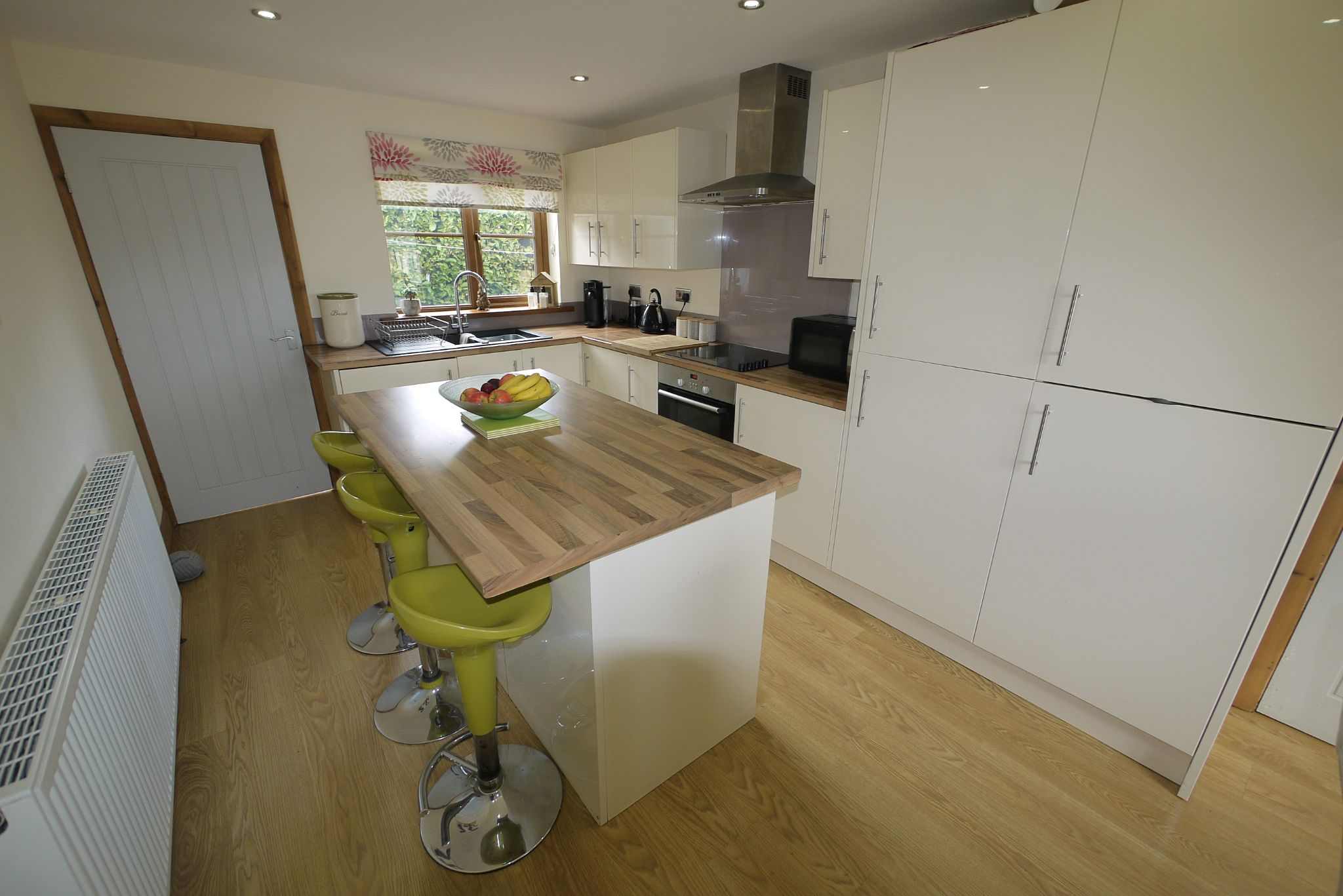 4 bedroom detached house SSTC in Brighouse - Dining Kit 2.