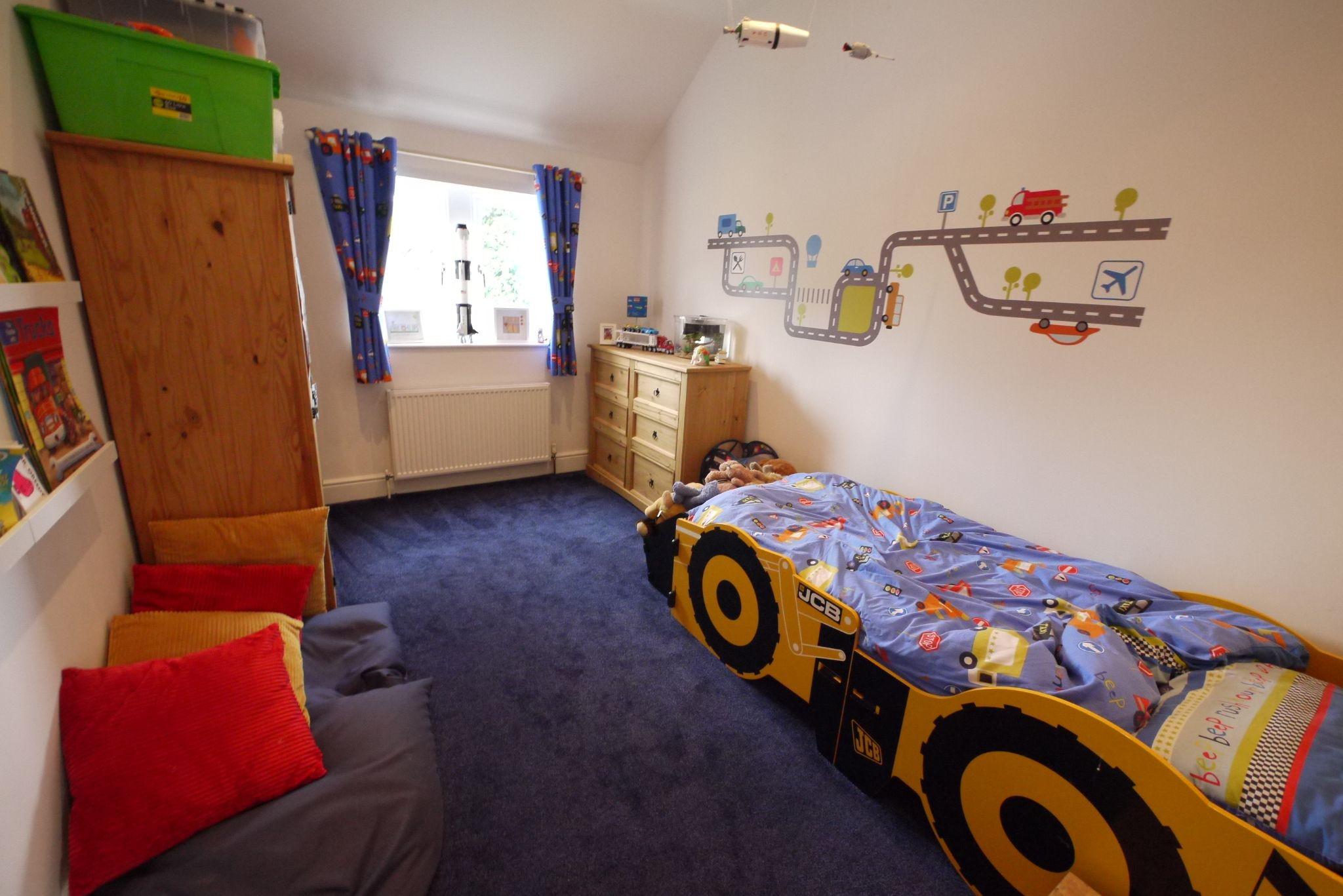 4 bedroom detached house For Sale in Brighouse - Photograph 8.