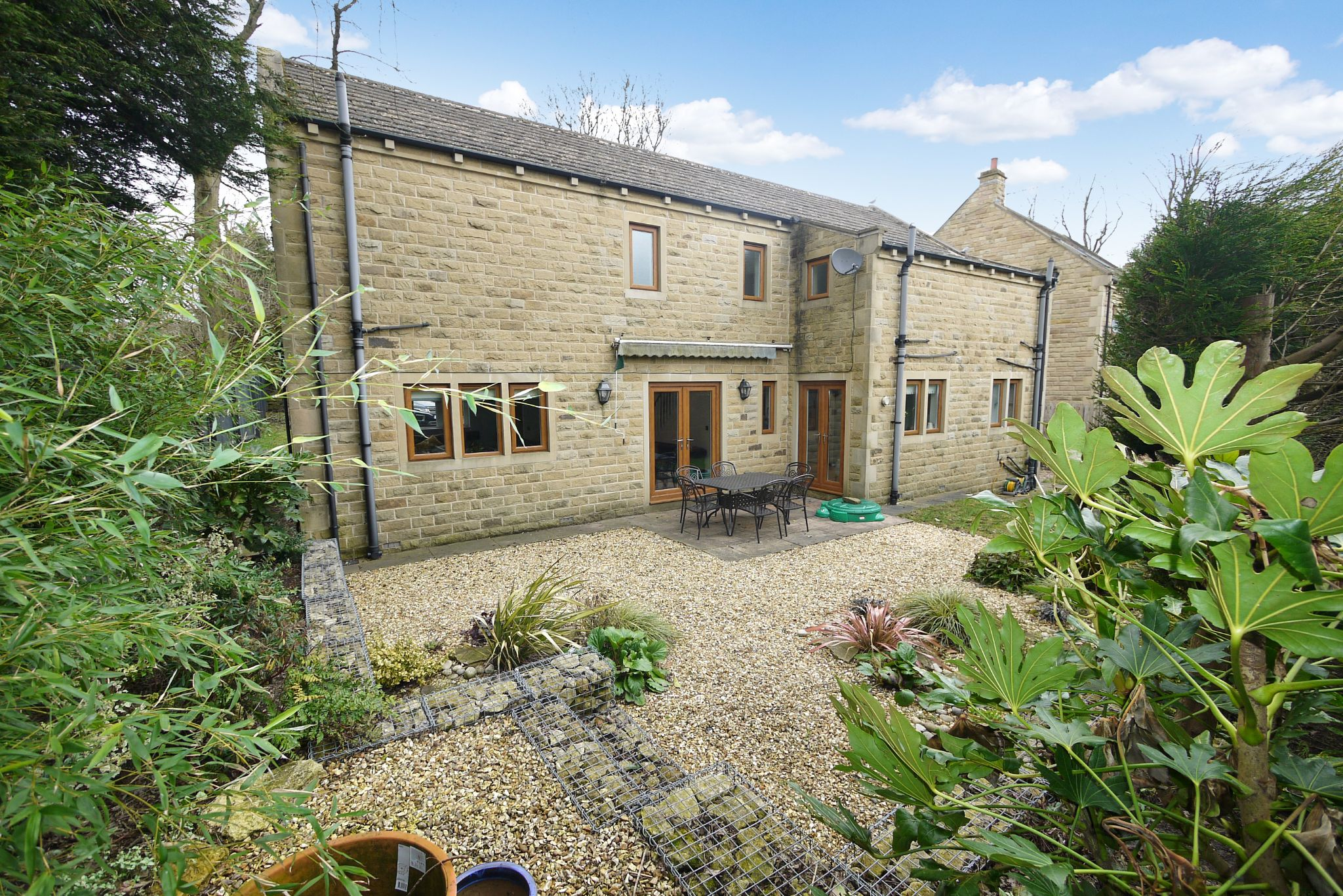 4 bedroom detached house For Sale in Brighouse - Photograph 9.