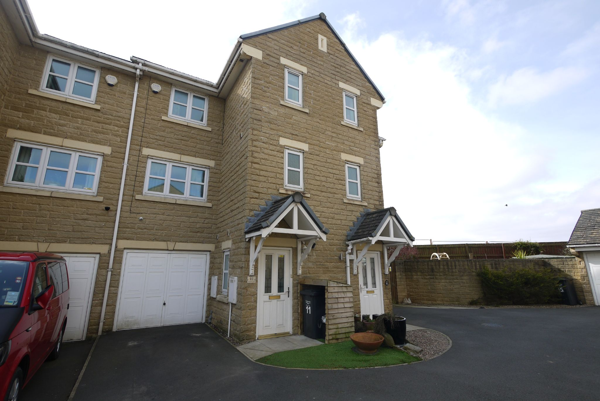 4 bedroom town house SSTC in Brighouse - Main.