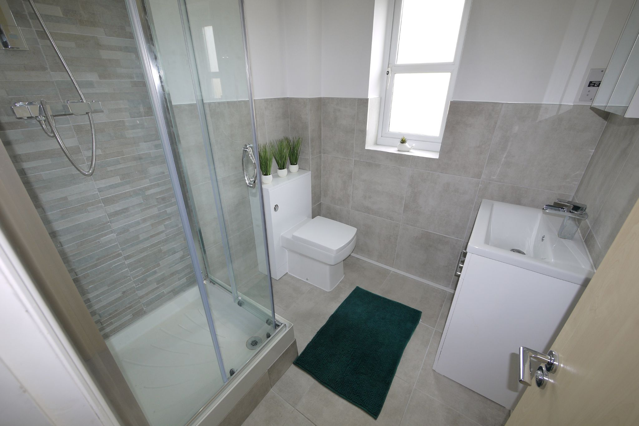 4 bedroom town house SSTC in Brighouse - Ensuite 1.