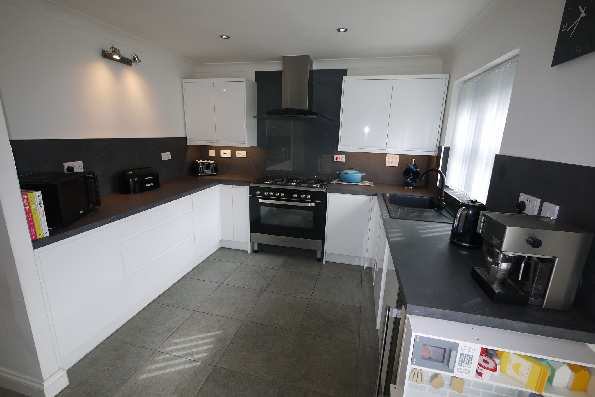 4 bedroom town house SSTC in Brighouse - Kitchen.