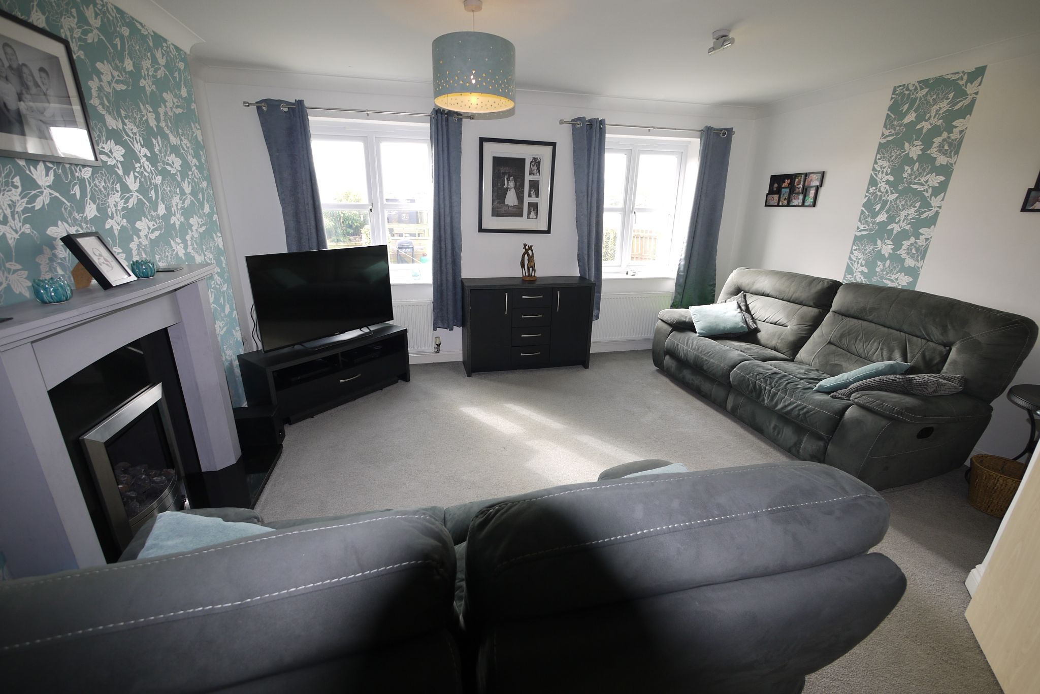 4 bedroom town house SSTC in Brighouse - Lounge.