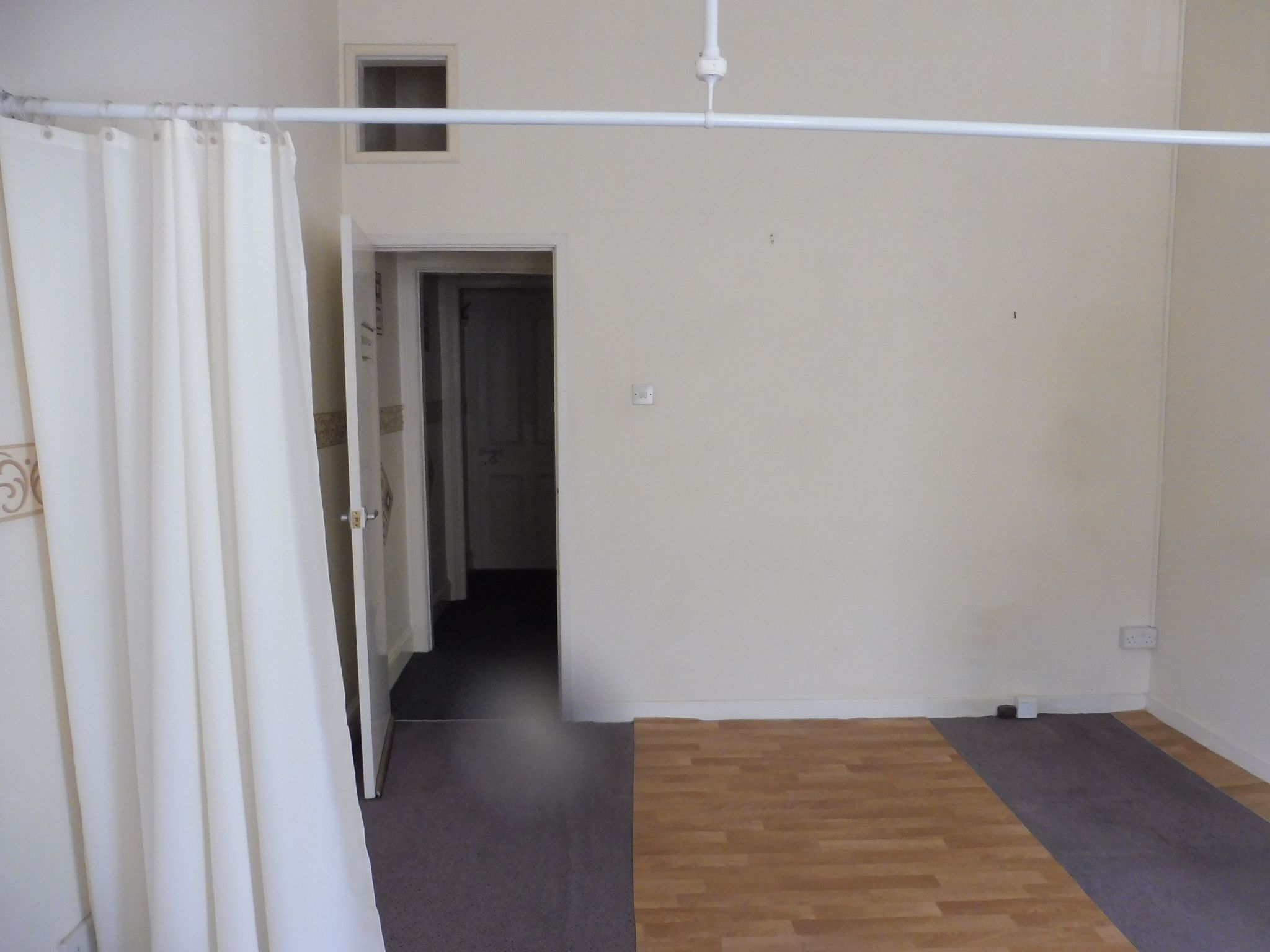 Commercial Property To Let in Brighouse - Photograph 4.