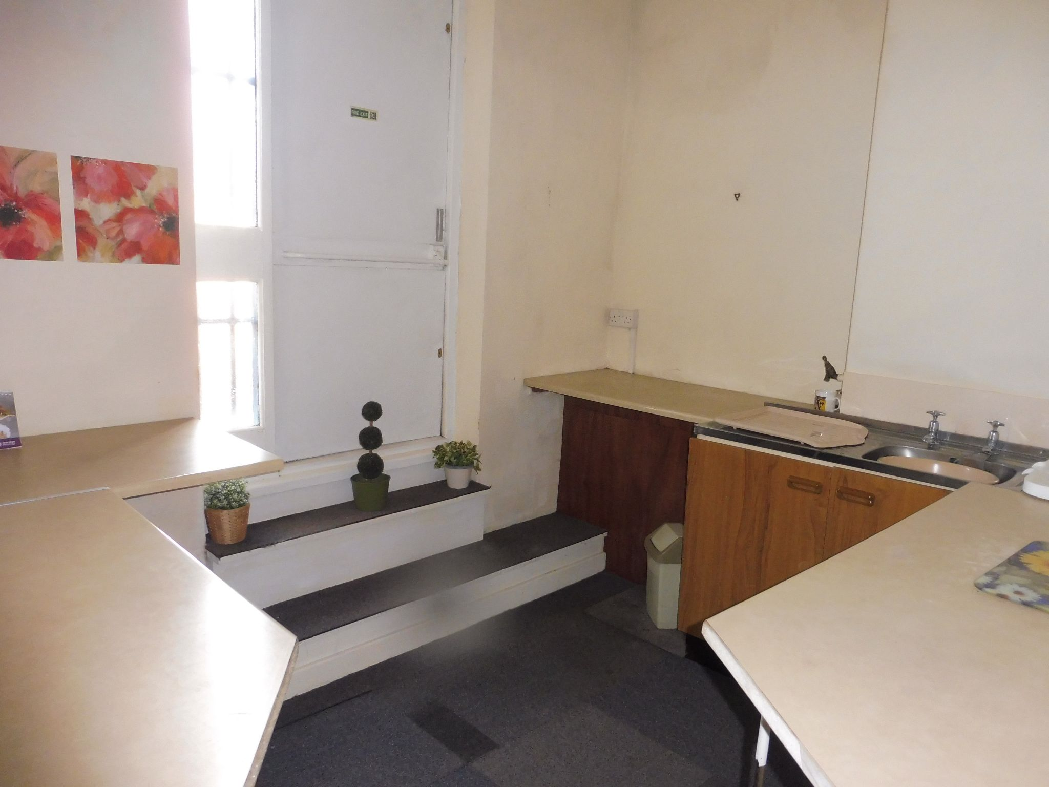 Commercial Property To Let in Brighouse - Photograph 5.