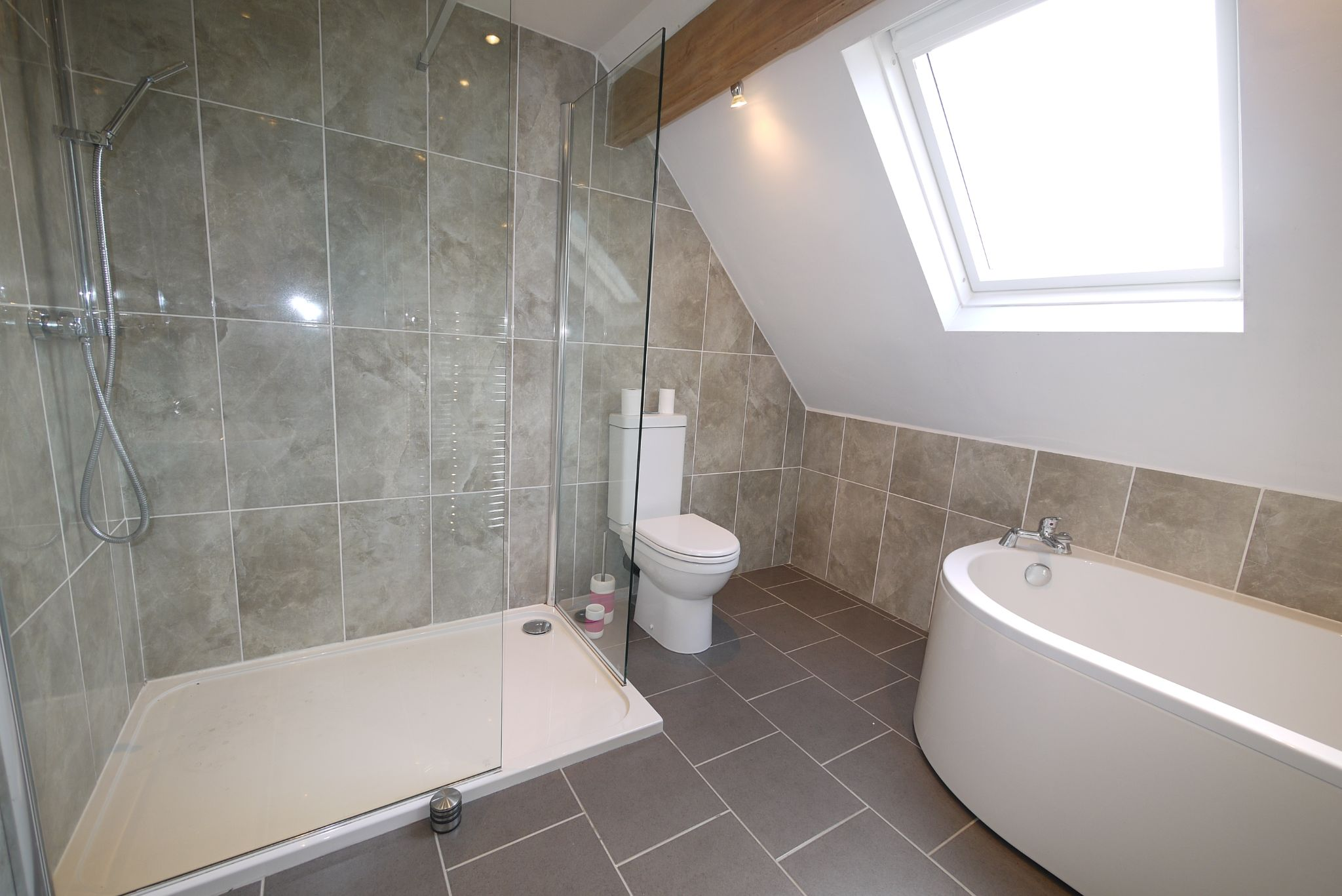 3 bedroom detached house SSTC in Brighouse - Photograph 19.