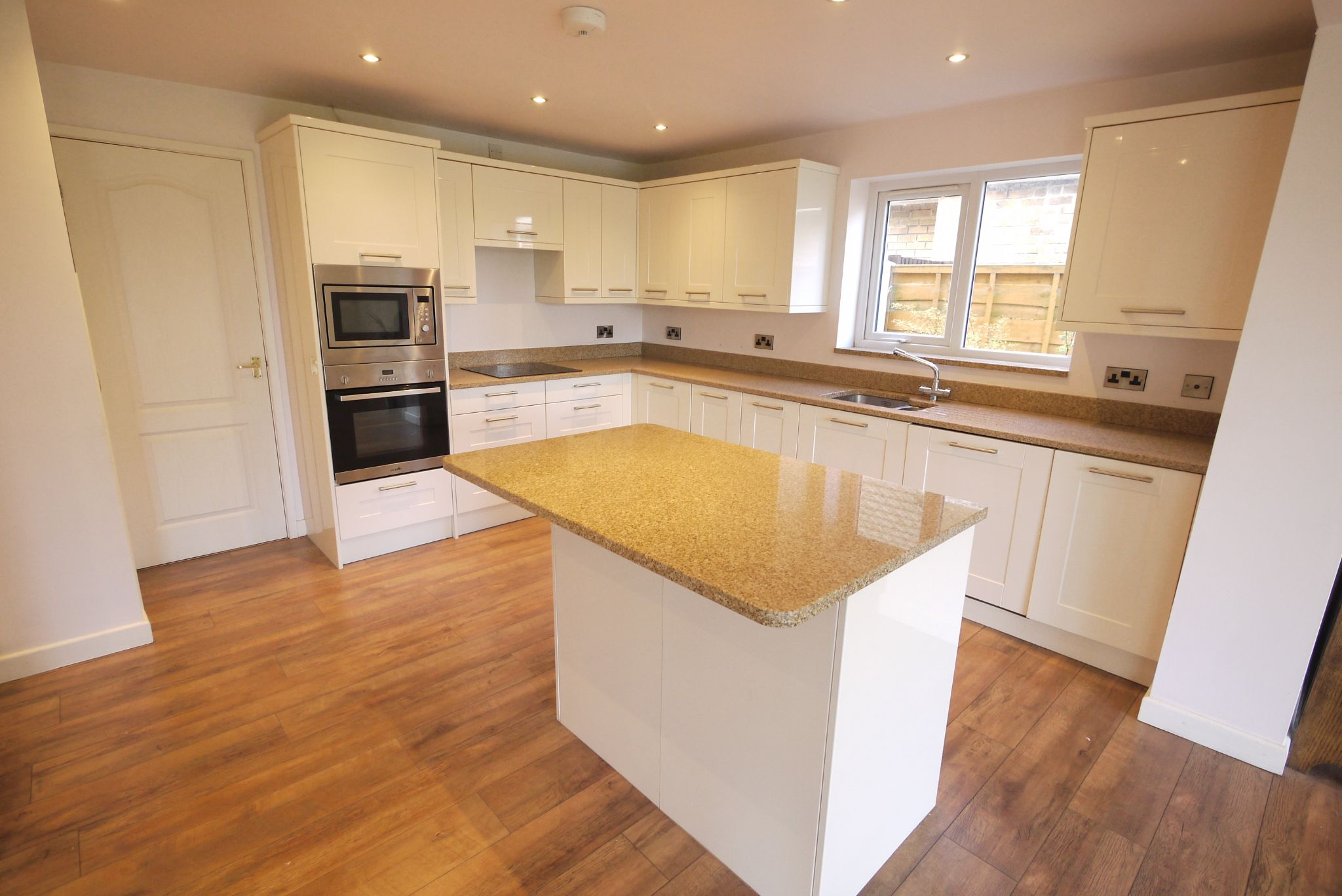 3 bedroom detached house SSTC in Brighouse - Photograph 3.