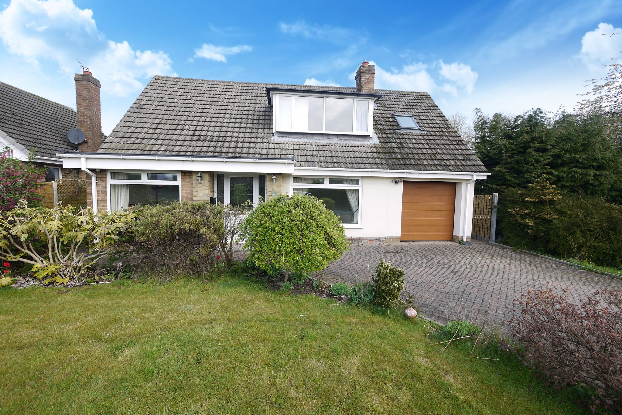 3 bedroom detached house For Sale in Brighouse - Photograph 1.