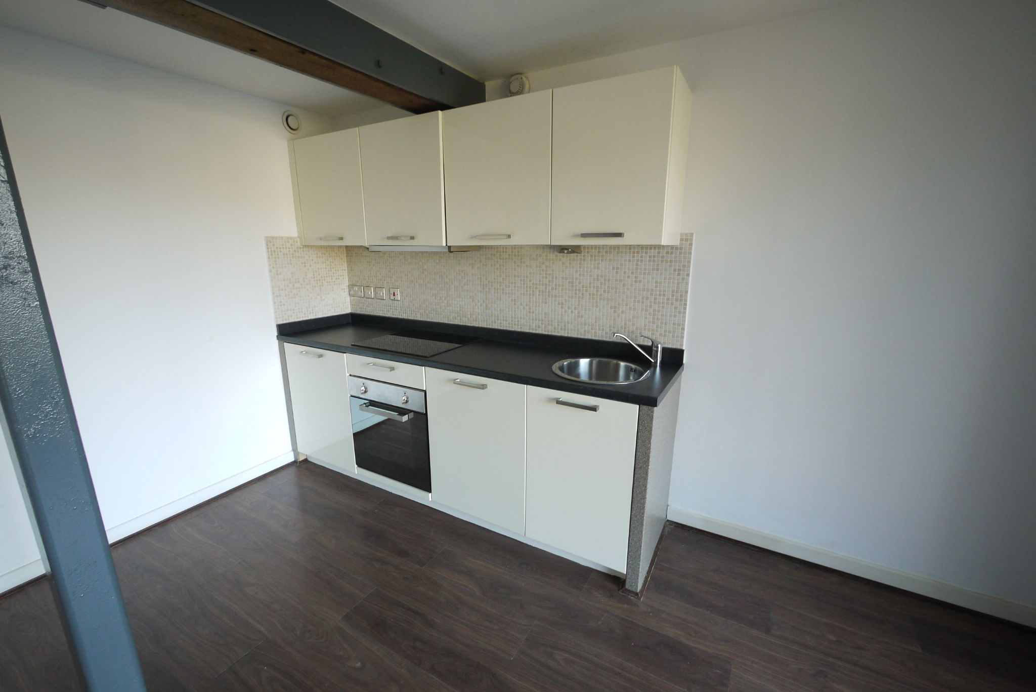 1 bedroom ground floor flat/apartment SSTC in Brighouse - Photograph 3.