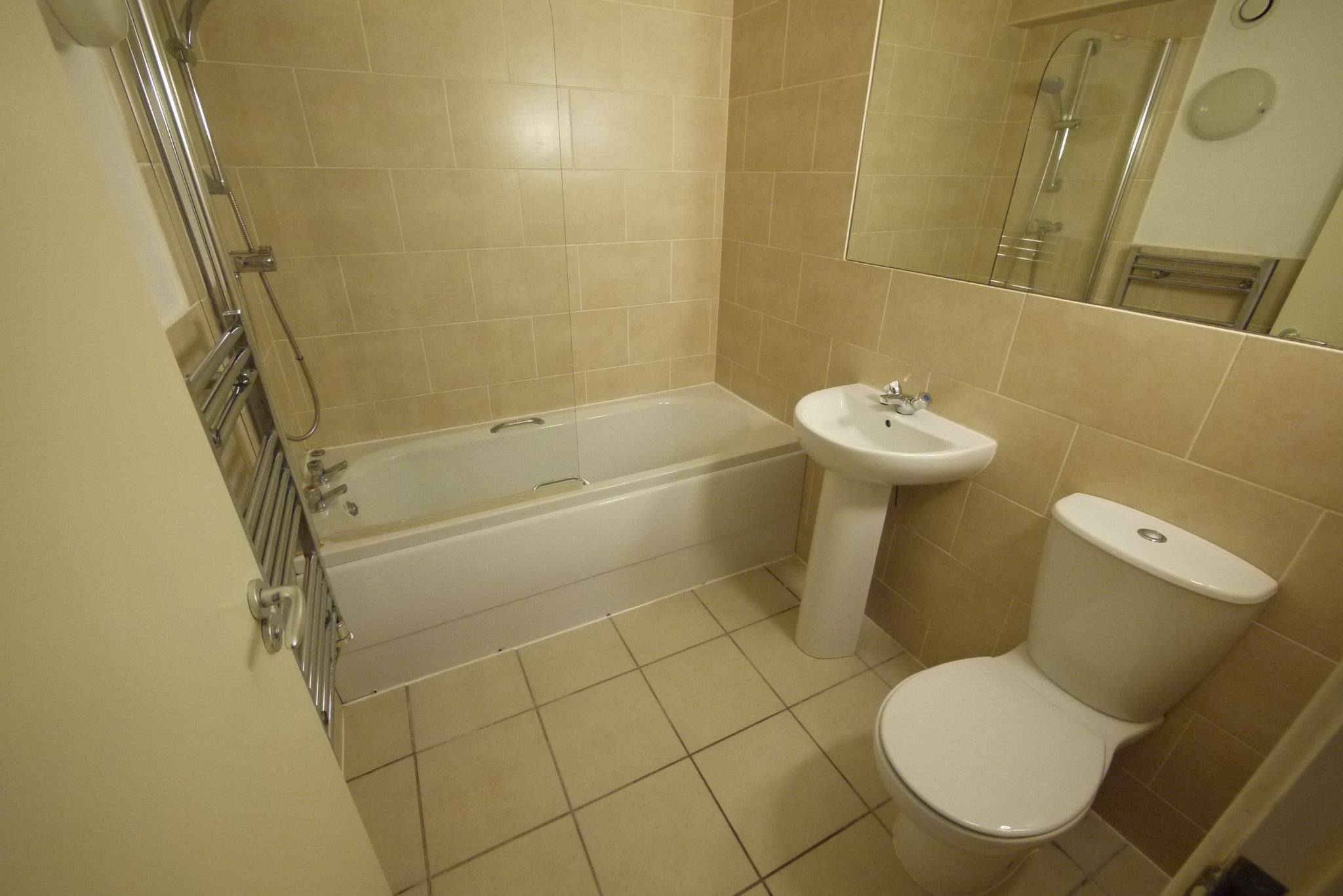 1 bedroom ground floor flat/apartment SSTC in Brighouse - Photograph 5.