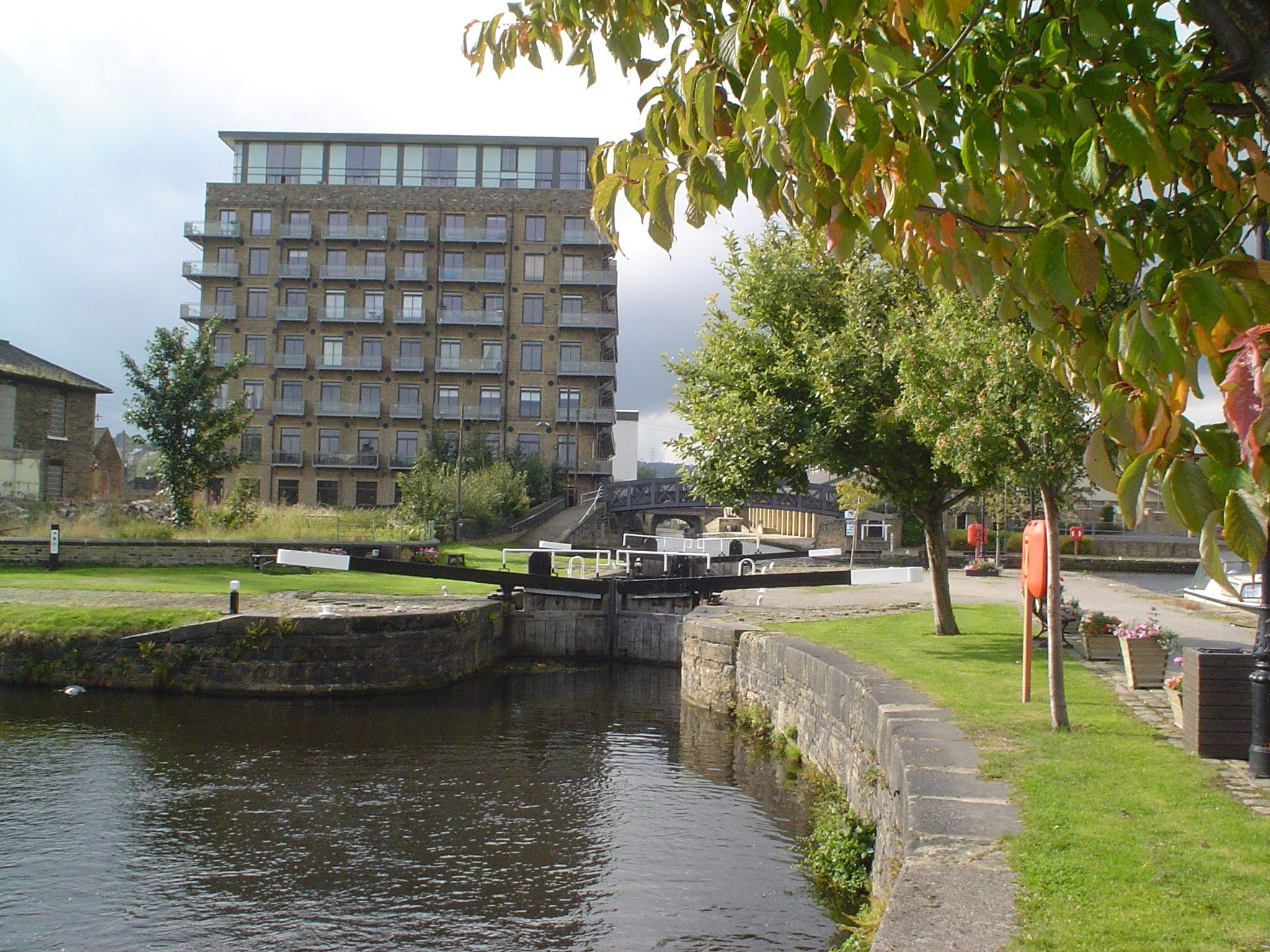 1 bedroom ground floor flat/apartment SSTC in Brighouse - Photograph 1.