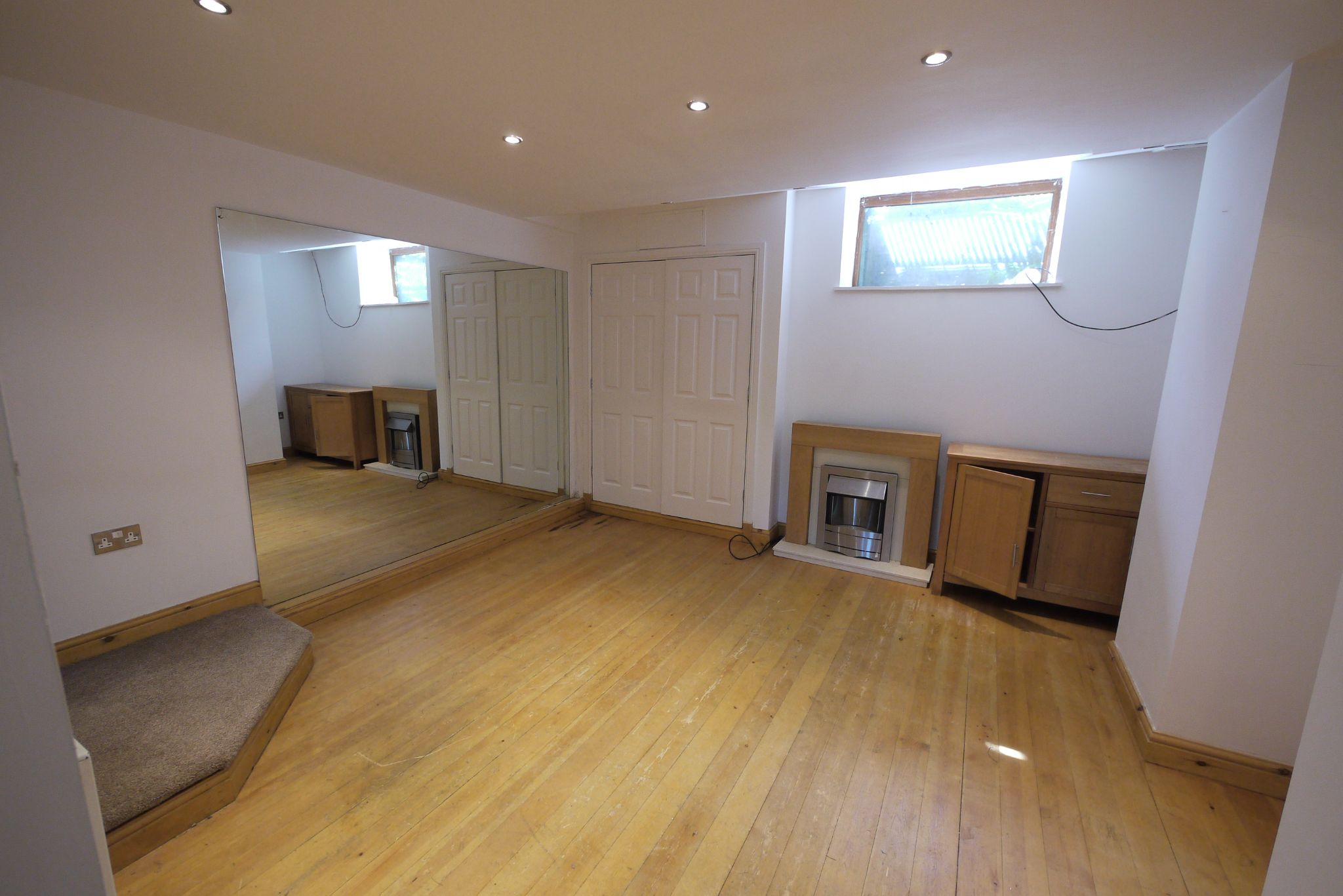 3 bedroom mid terraced house SSTC in Bradford - Photograph 5.