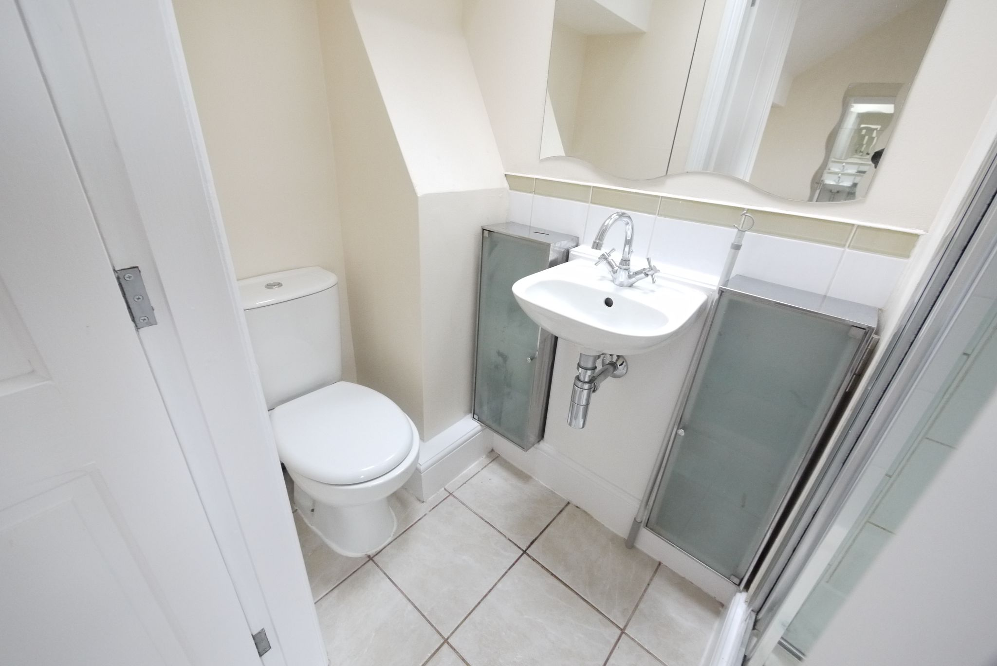3 bedroom mid terraced house SSTC in Bradford - Photograph 9.