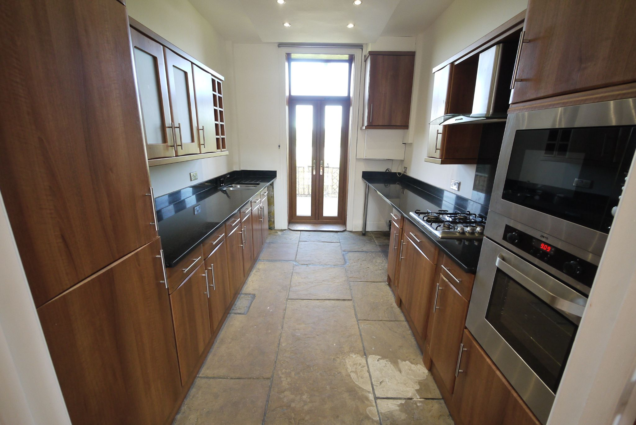 3 bedroom mid terraced house For Sale in Bradford - Property photograph.