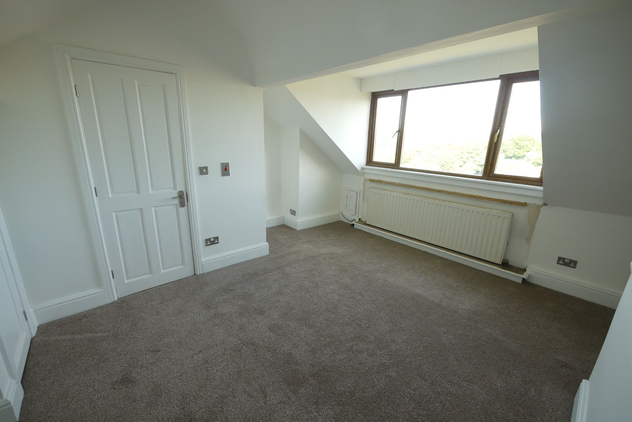 3 bedroom mid terraced house SSTC in Bradford - Photograph 8.