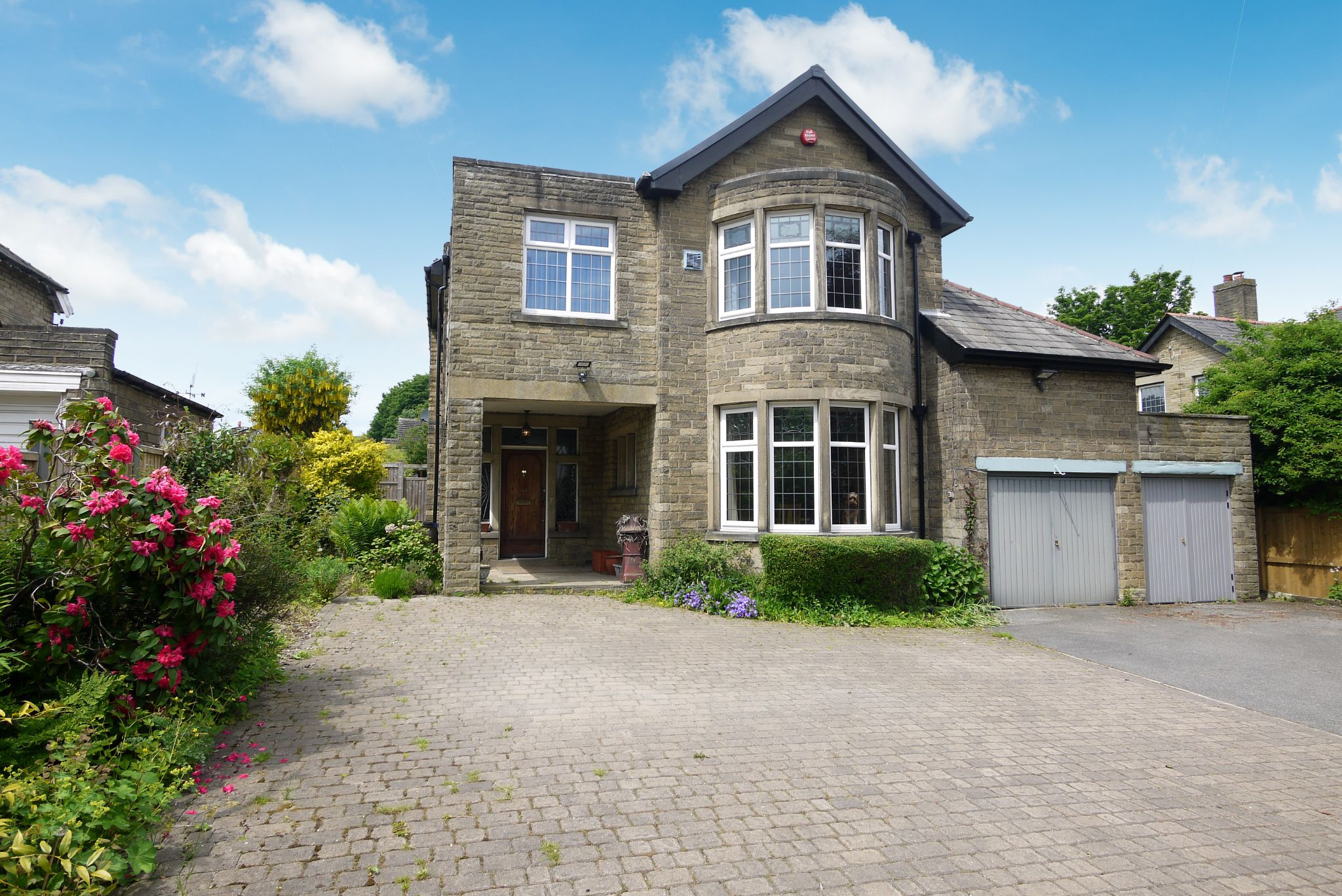 4 bedroom detached house SSTC in Brighouse - Photograph 3.