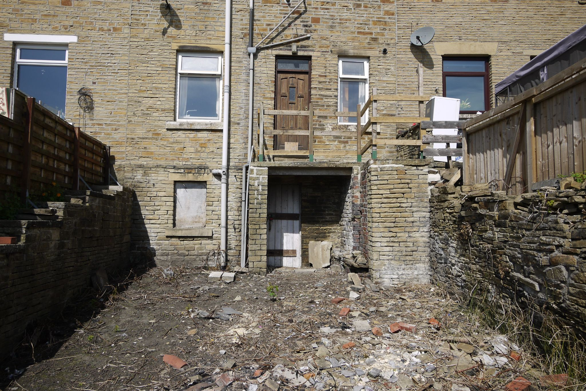1 bedroom undefined house SSTC in Brighouse - Photograph 1.