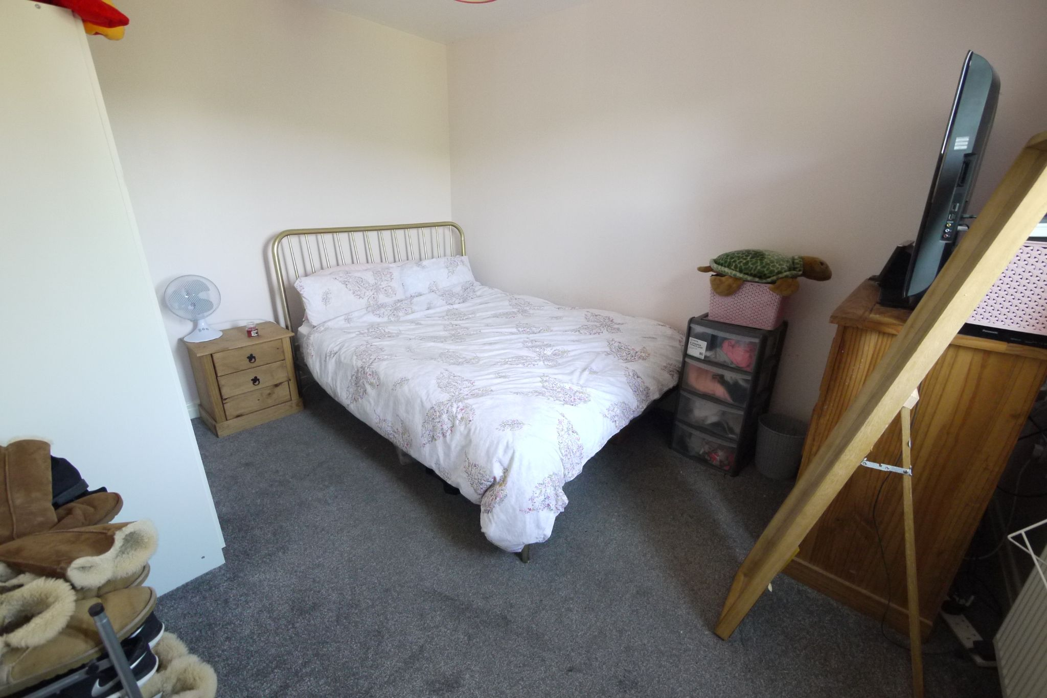 5 bedroom detached house For Sale in Brighouse - Photograph 12.