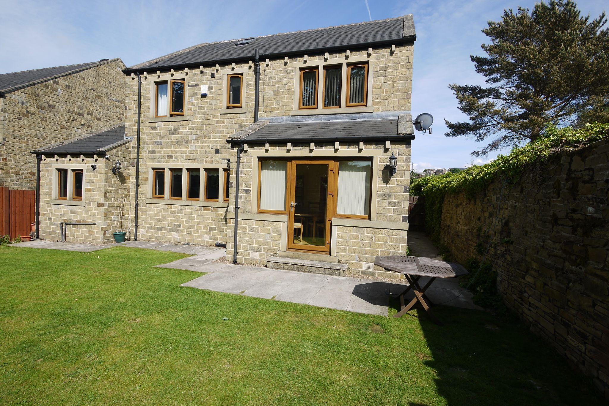 5 bedroom detached house For Sale in Brighouse - Photograph 16.