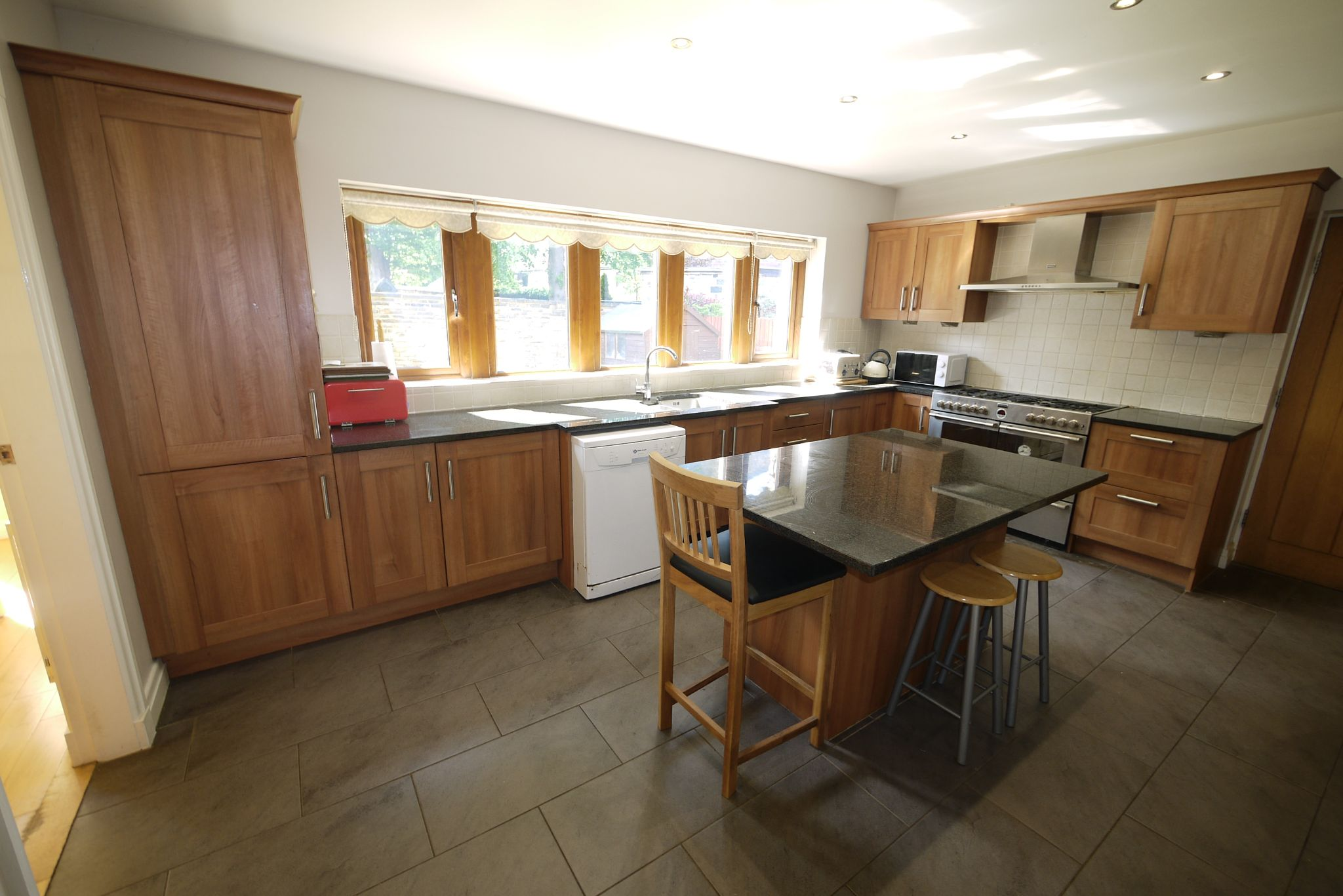 5 bedroom detached house For Sale in Brighouse - Photograph 3.