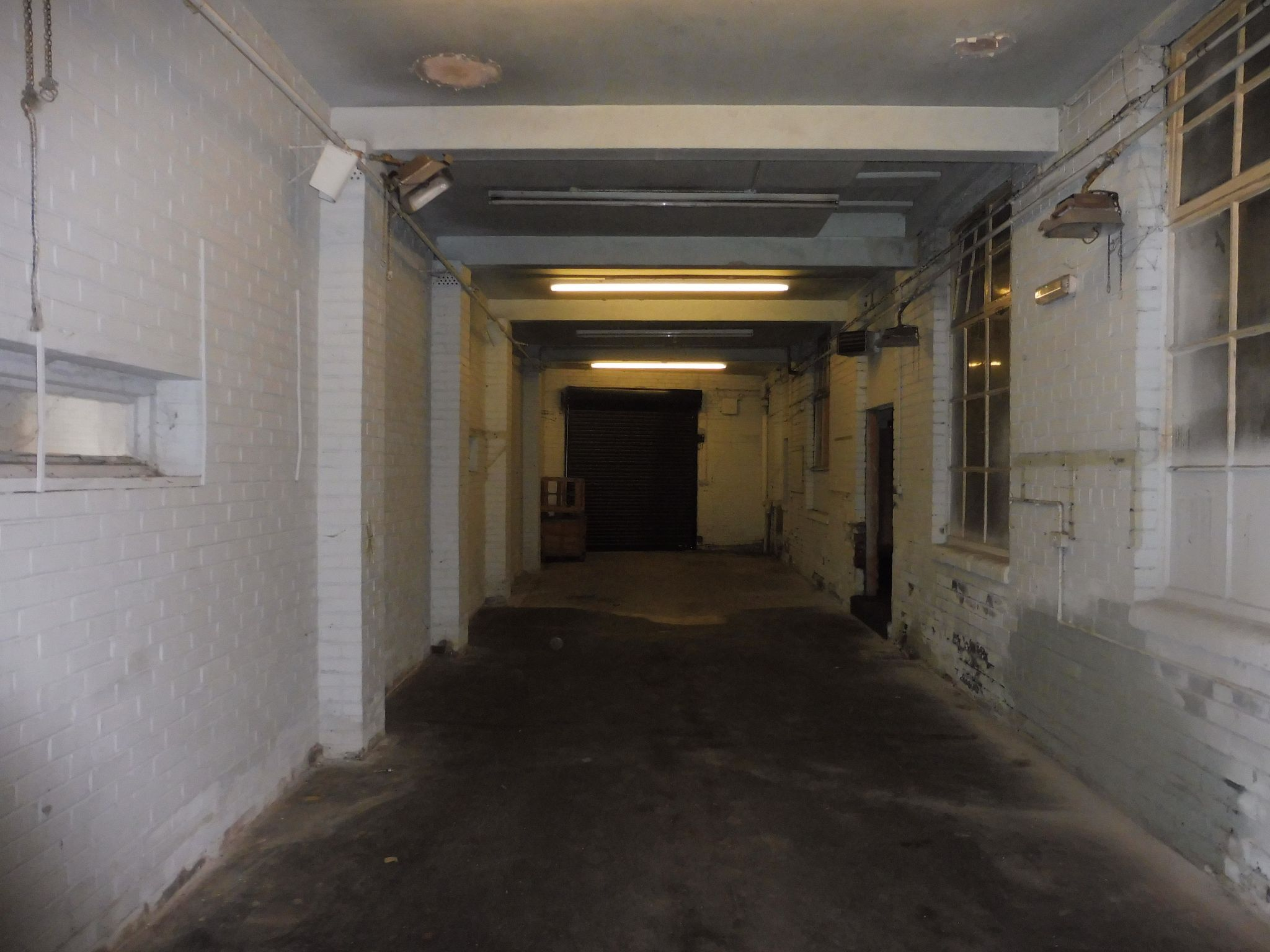 Industrial Units For Sale in Brighouse - Entrance bay to warehouse.