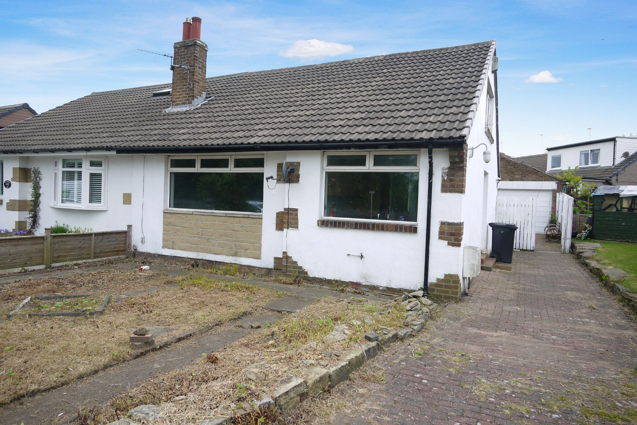 2 bedroom semi-detached bungalow For Sale in Brighouse - Main.