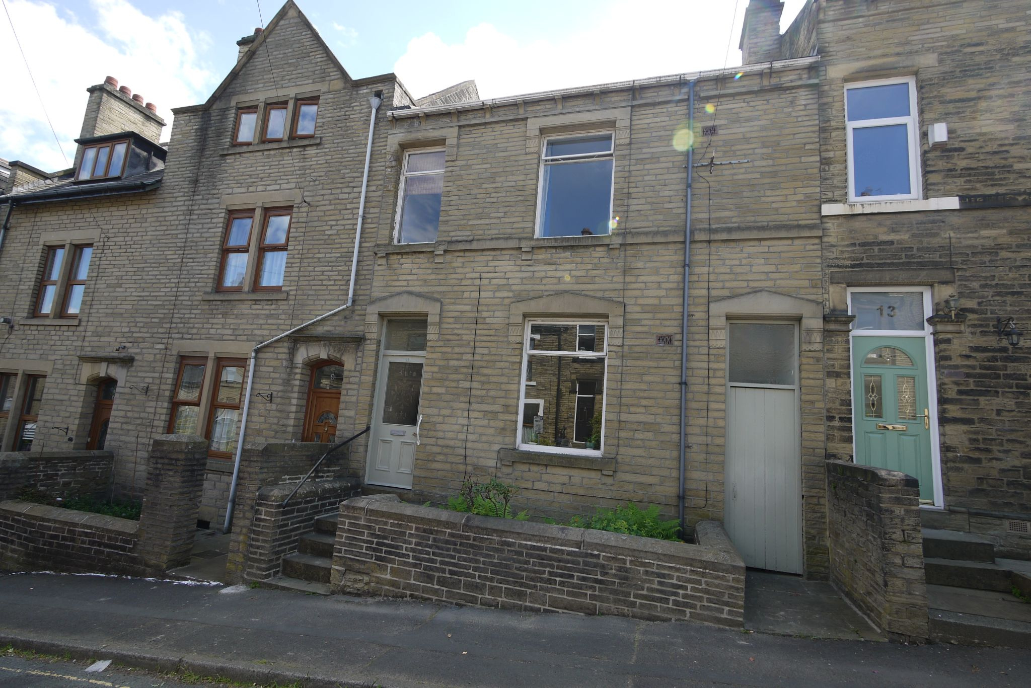 5 bedroom mid terraced house For Sale in Brighouse - Main.
